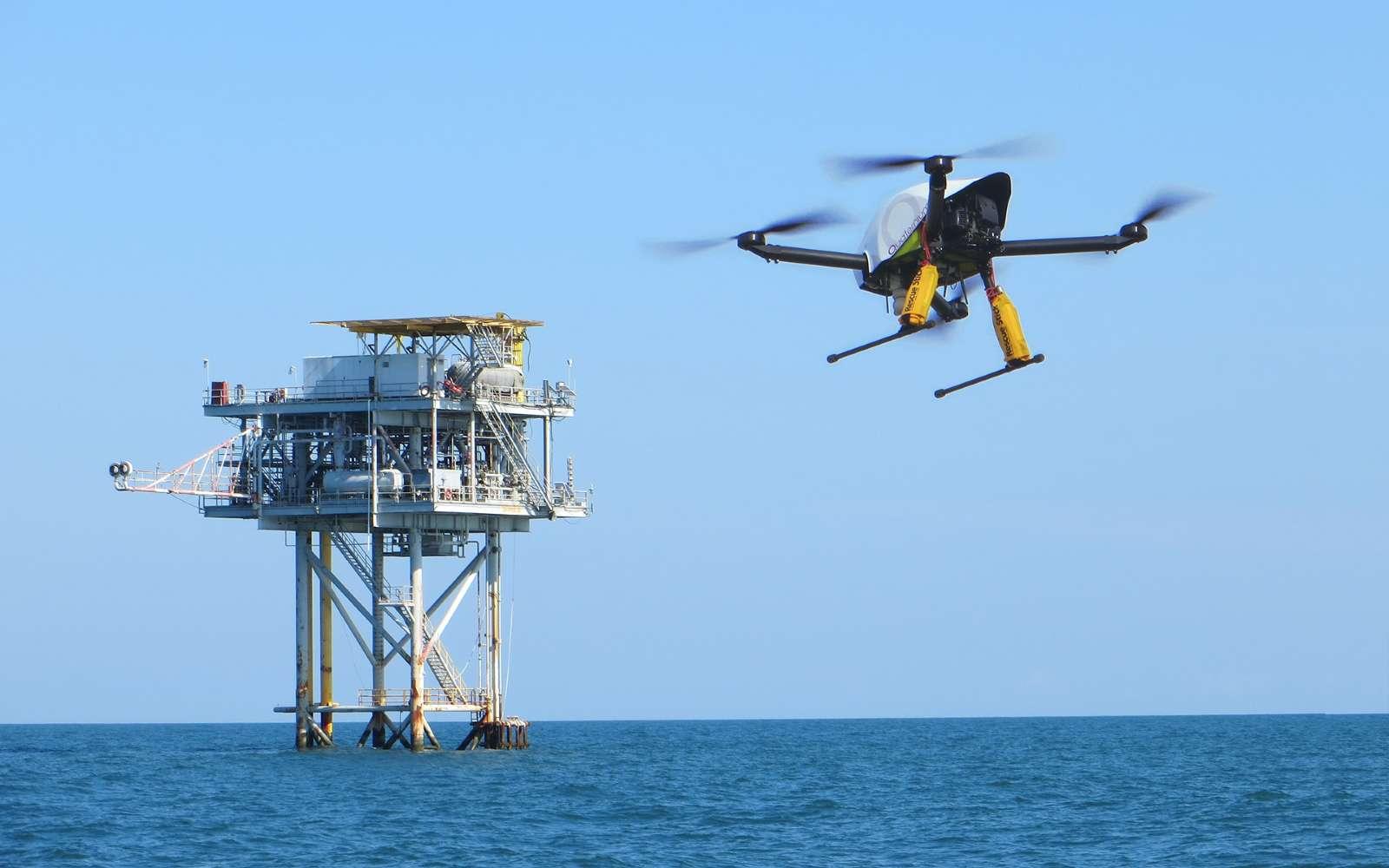 L'entreprise espagnole Quaternium a battu le record de durée de vol pour un drone quadrirotors. © Quaternium