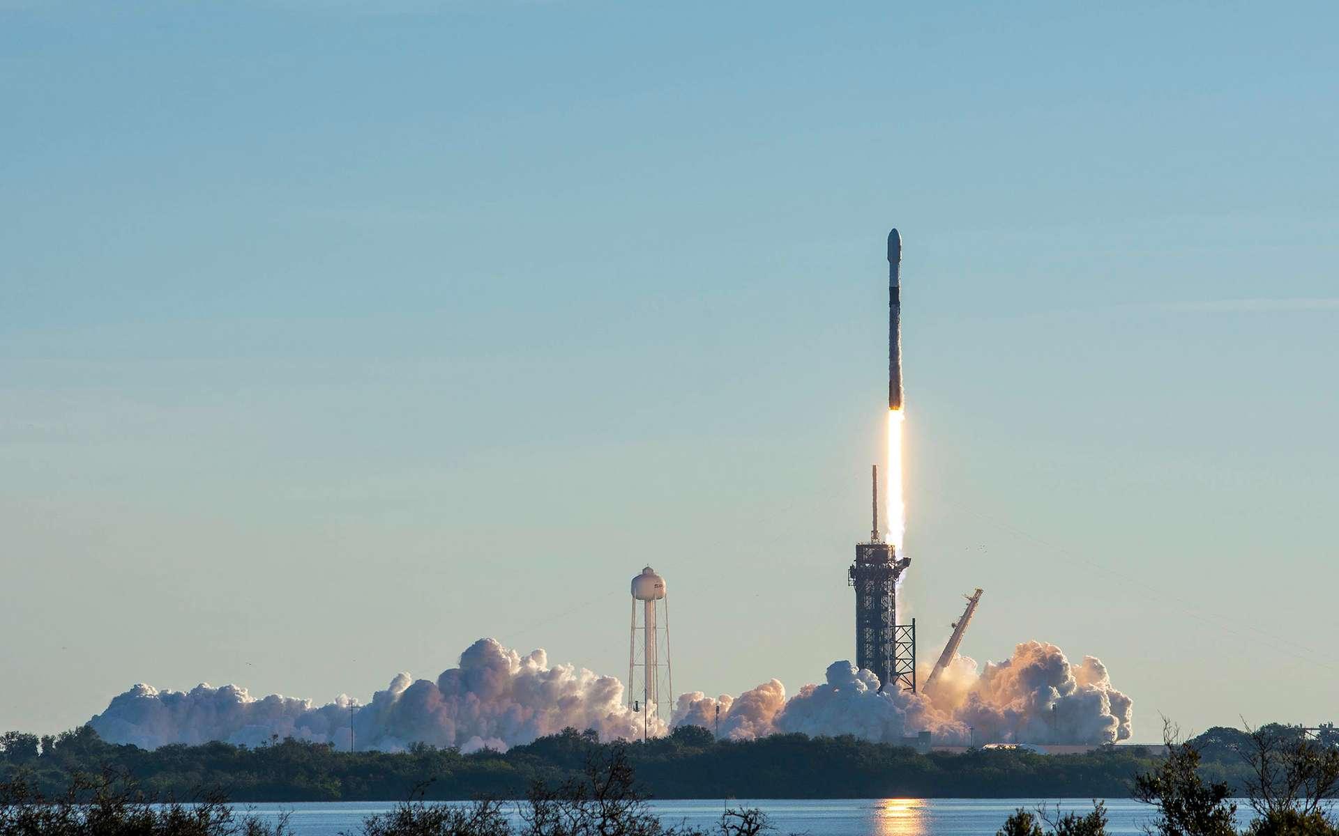 Un lanceur Falcon 9 de SpaceX au décollage depuis le Centre spatial Kennedy de la Nasa, en Floride. © SpaceX
