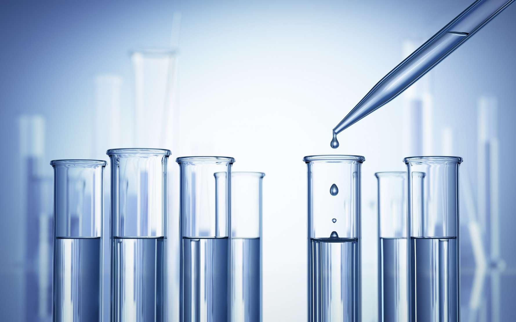Le métier de radiopharmacien aborde aussi bien la chimie, la physique que la biologie au cours de son travail. © Romolo Tavani, Fotolia.