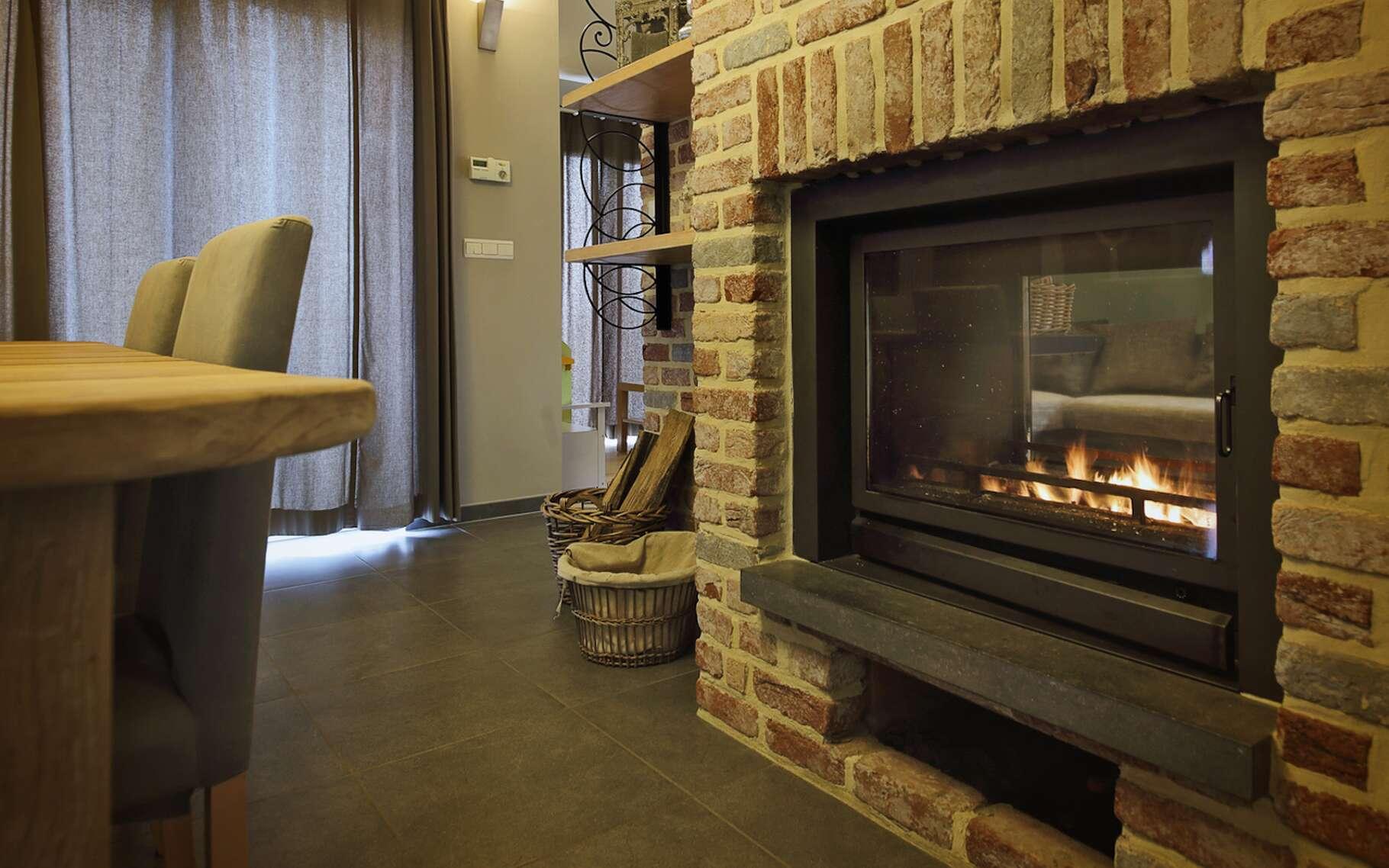 Un insert à gaz naturel, c'est presque aussi authentique qu'un feu de cheminée et, à l'usage, c'est certainement moins contraignant. © mariesacha, Fotolia