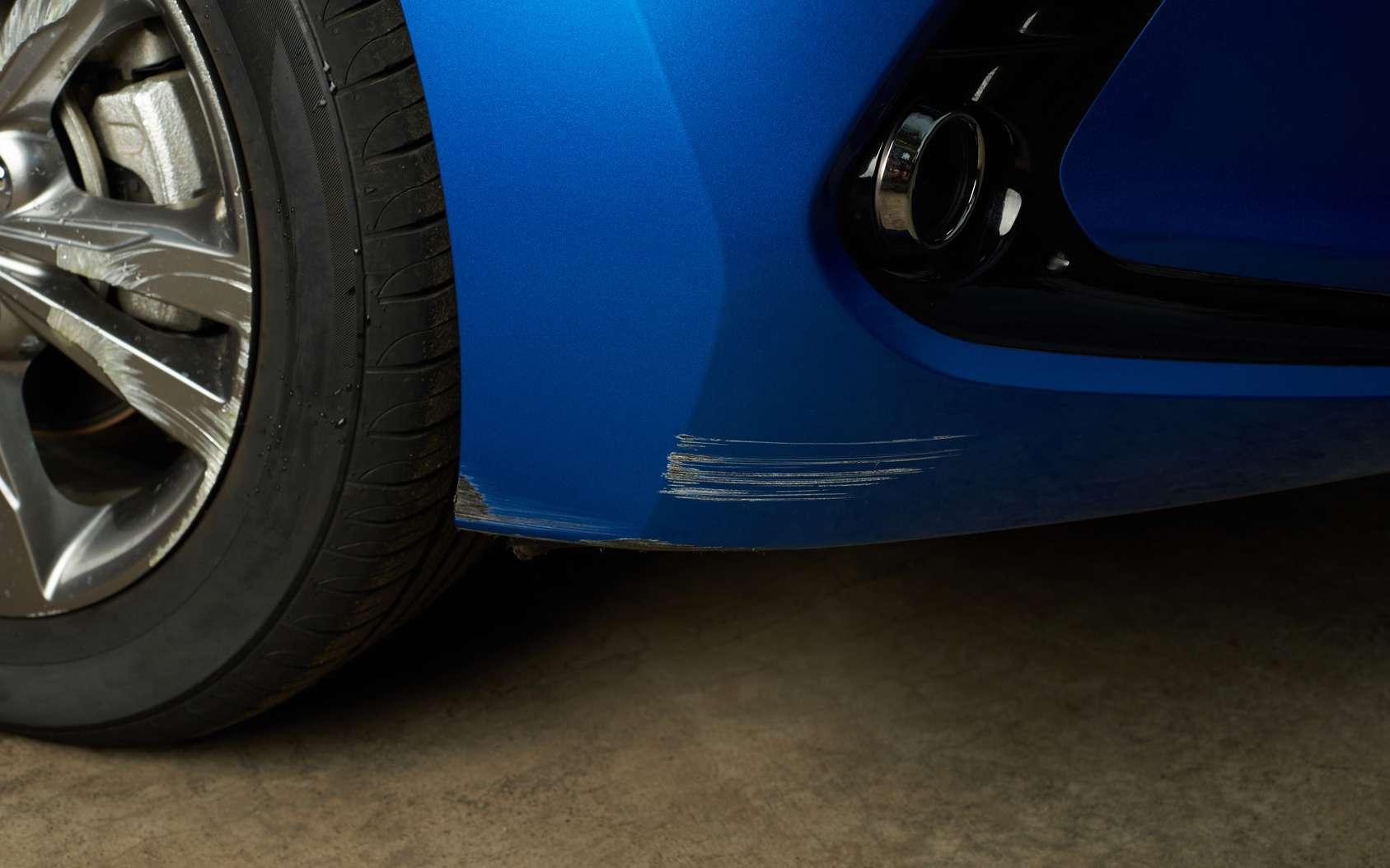 Une voiture qui sent la douleur grâce à un système nerveux, c'est possible ? Des chercheurs ont mis au point un matériau magnétostrictif qui peut détecter les dégâts causés. © PixieMe, Fotolia
