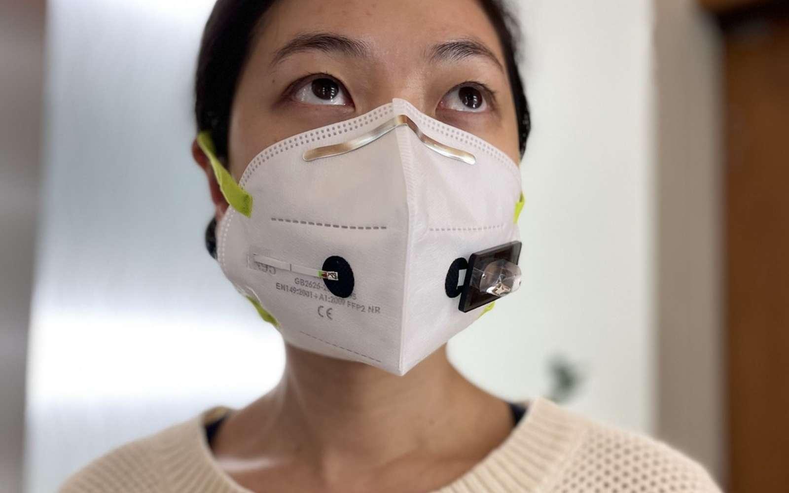 Le dispositif peut aussi être placé sur un autre masque. © Wyss Institute à l'Université d'Harvard