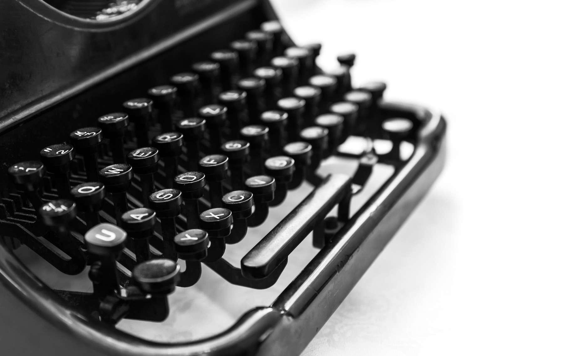 C'est peu de temps après l'invention de la machine à écrire qu'est né le clavier QWERTY et il perdure encore aujourd'hui dans les pays anglophones. © evannovostro, Fotolia
