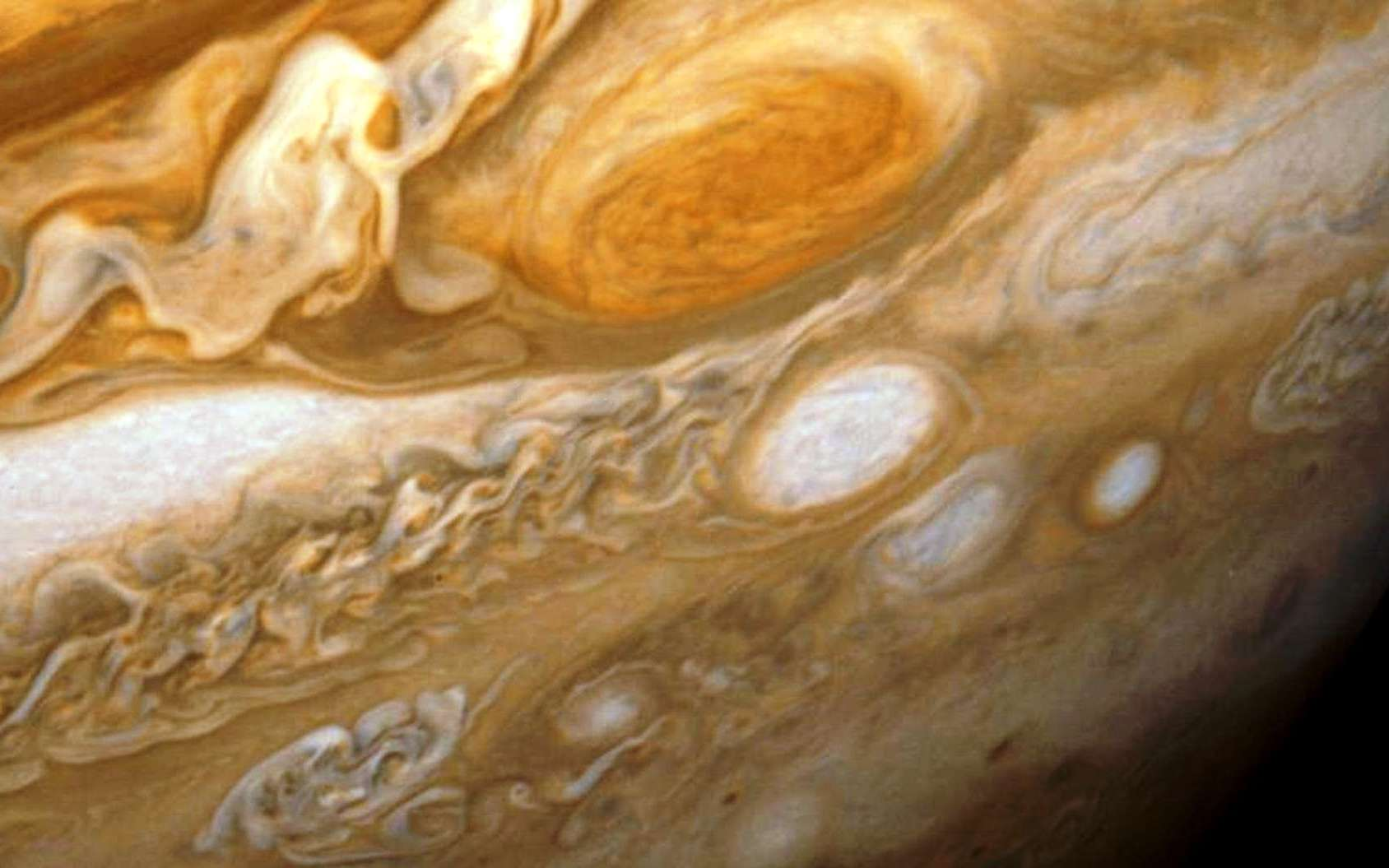 Une vue de la surface de Jupiter. Ses nuages cachent-ils des formes de vie ? © Nasa