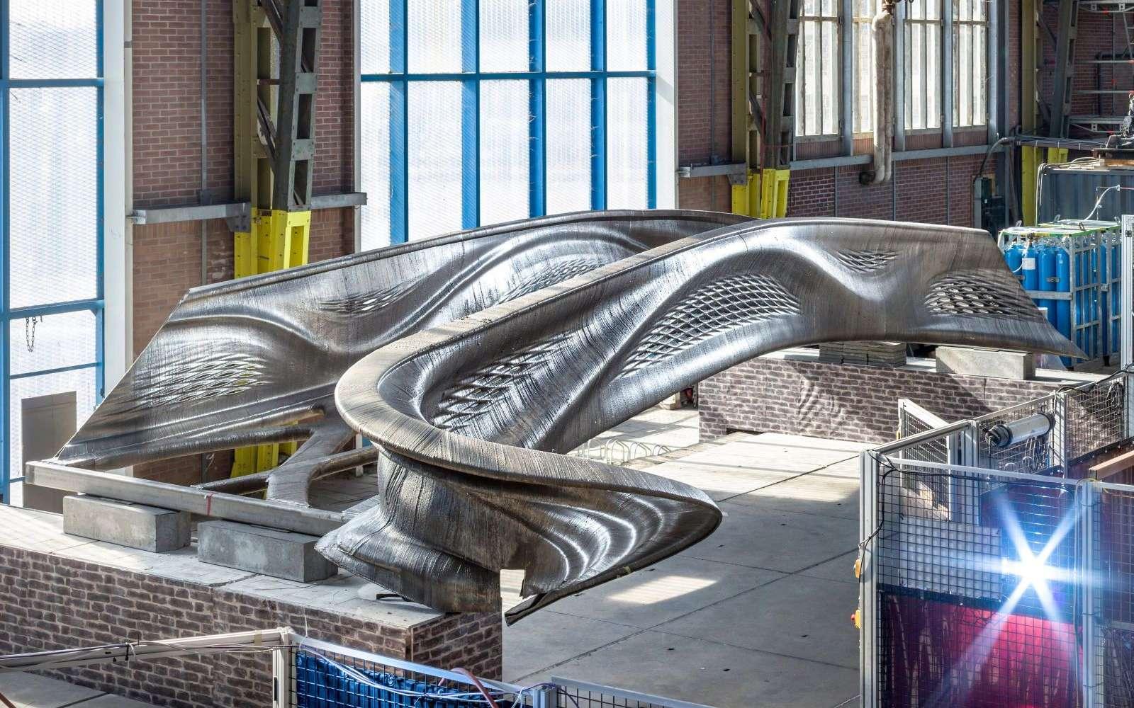 Ce pont en inox imprimé en 3D est une première mondiale. © MX3D