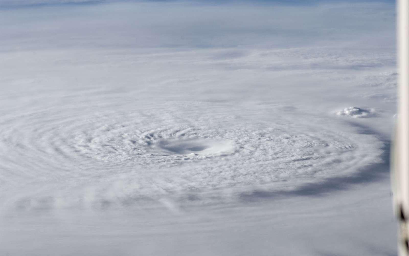 Un membre de l'équipage de la Station spatiale internationale a pris cette image du supertyphon Bopha le 2 décembre 2012. L'ouragan se dirige sur les Philippines avec des vents de 220 km/h. © Nasa, Goddard Space Flight Center