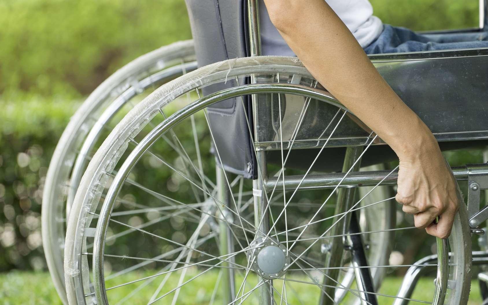 Les symptômes de la dystrophie musculaire apparaissent dans l'enfance, la marche devenant impossible vers 10-12 ans. © tatomm, Fotolia