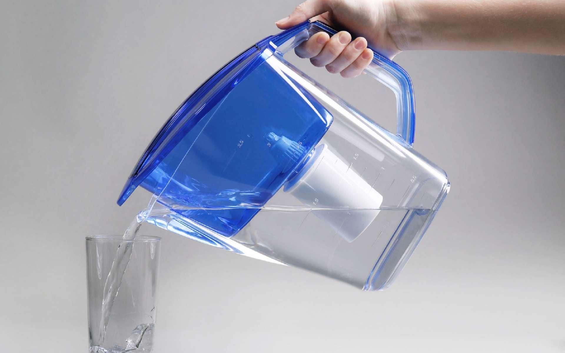 D'après l'Anses, les carafes d'eau filtrantes ne seraient pas si efficaces. © Africa Studio, Fotolia