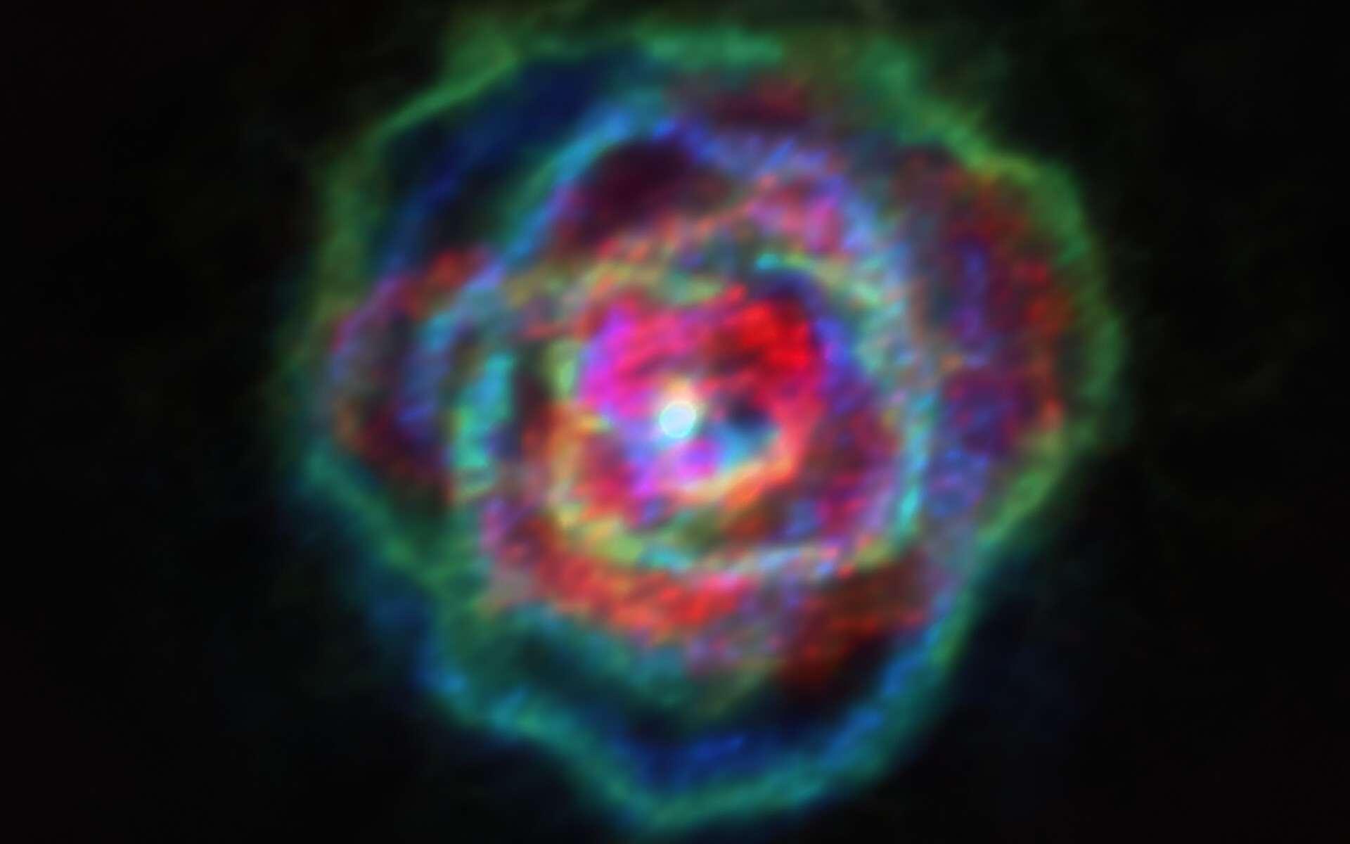 On dirait une nébuleuse planétaire, on dirait une rose aux pétales de différentes couleurs. Il s'agit des vents stellaires de l'étoile R Aquilae. © Alma (ESO, NAOJ, NRAO), Decin et al.