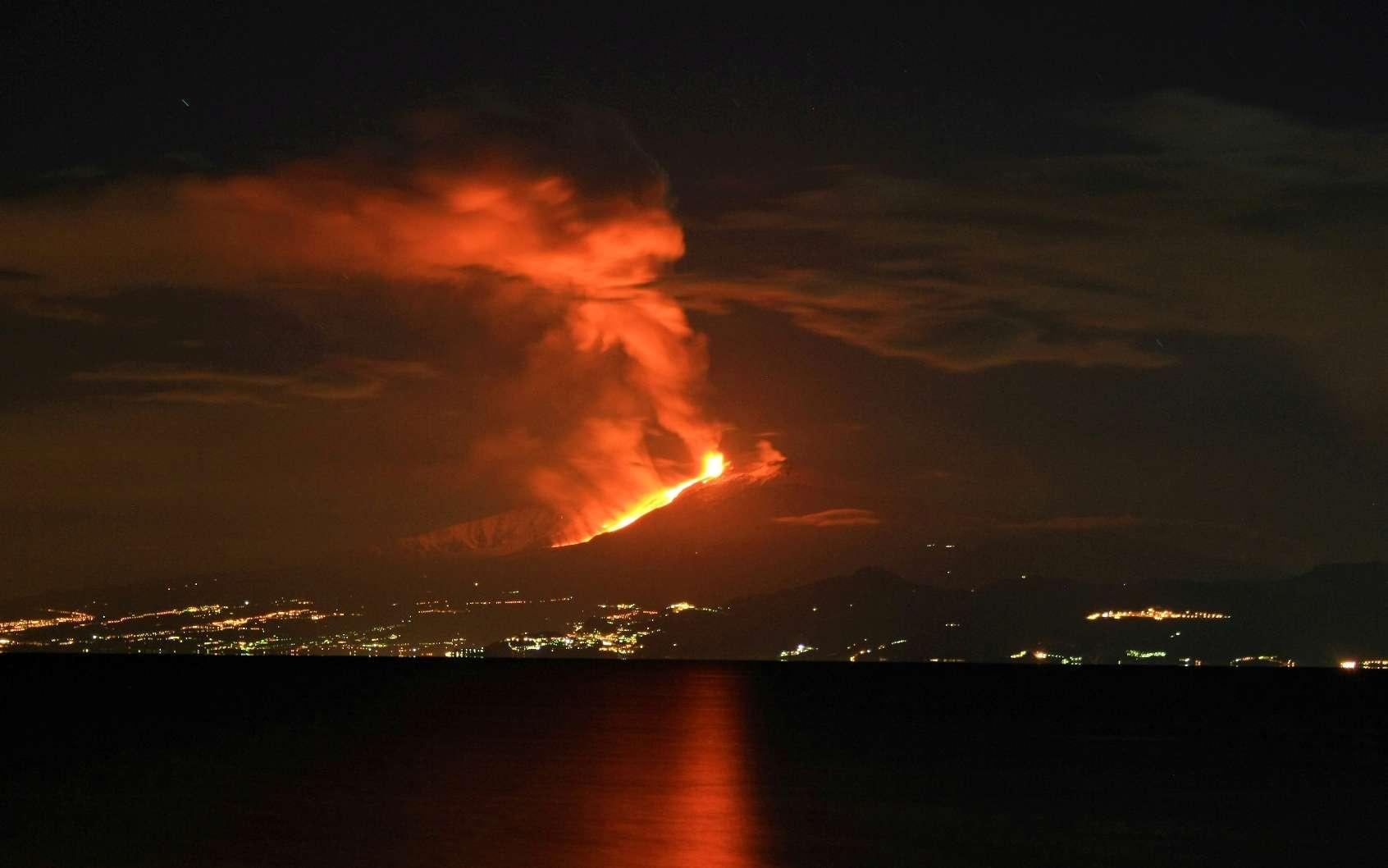 Éruption de l'Etna le 13 janvier 2011. © Cirimbillo, CC by-sa 3.0
