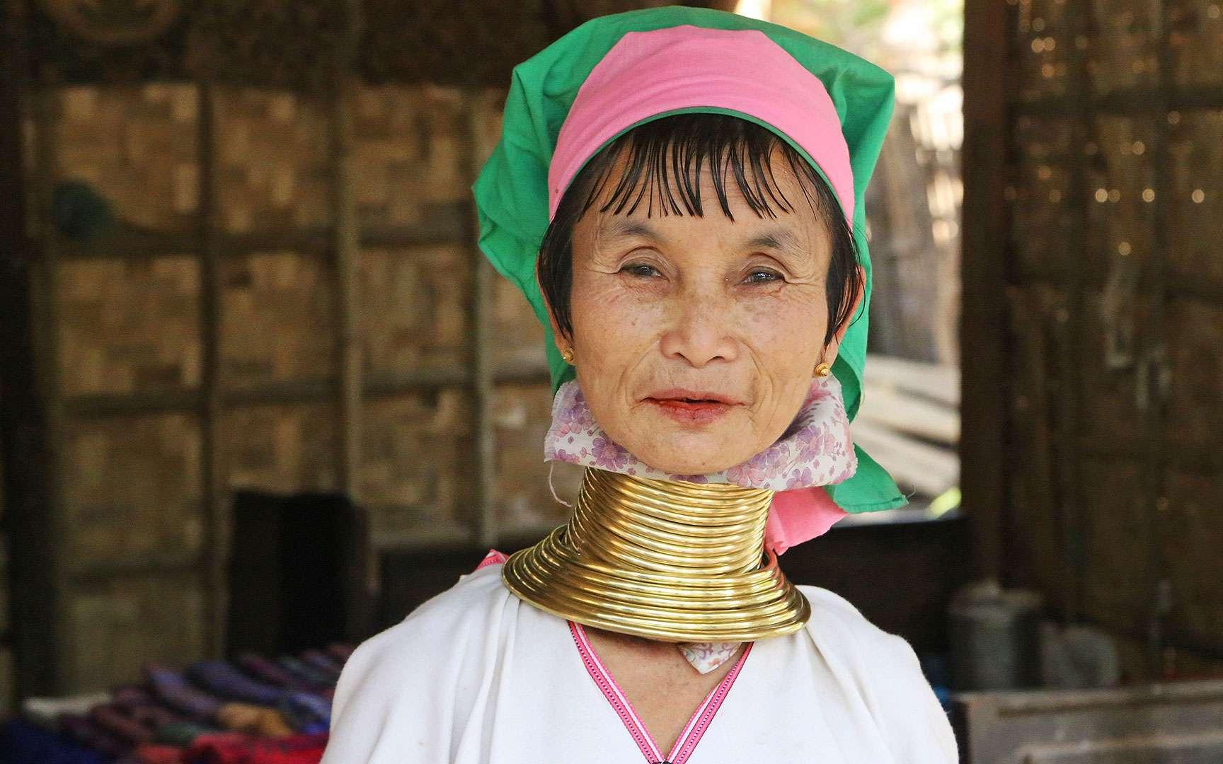 Les femmes padaung sont aussi appelées « femmes girafes » ou « la tribu des longs-cous ». © Antoine, tous droits réservés, reproduction interdite