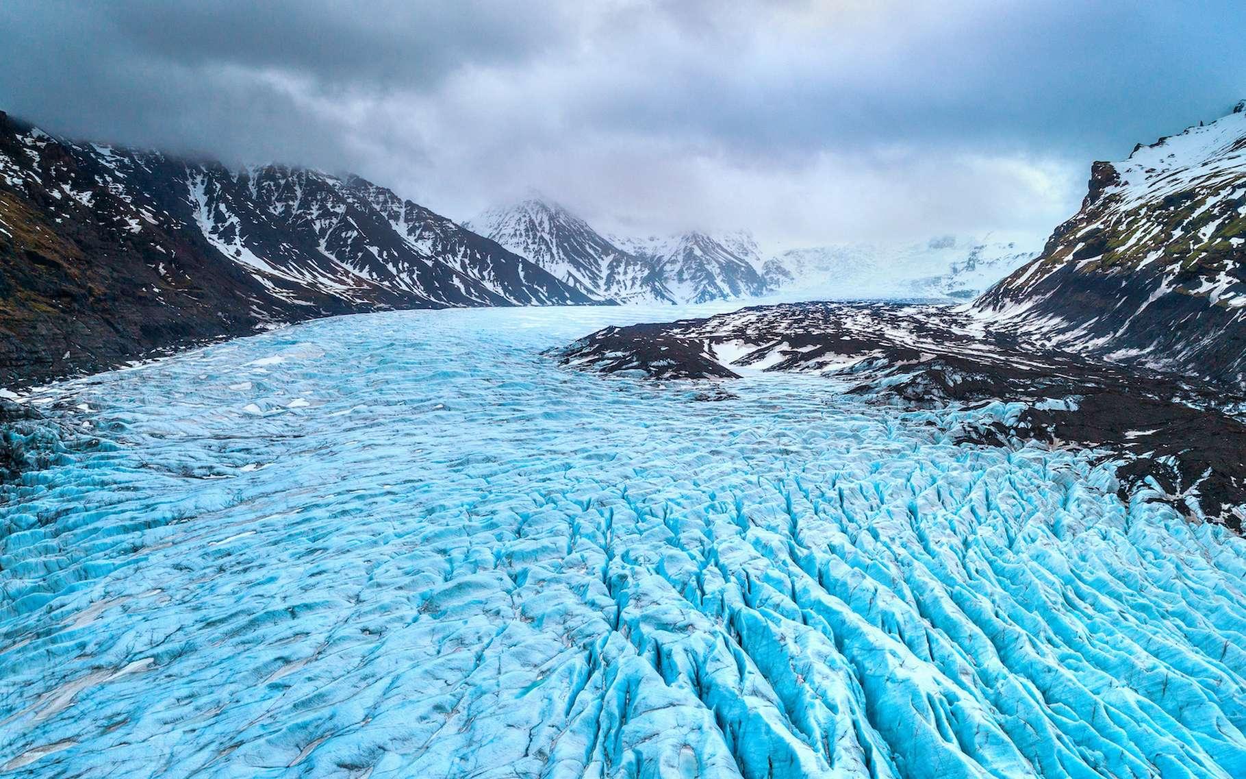 Le réchauffement climatique fait non seulement fondre les calottes des pôles, mais aussi les glaciers du monde entier. Et à un rythme qui s'accélère dangereusement, nous préviennent aujourd'hui des chercheurs du CNRS, se basant sur une cartographie la plus détaillée jamais réalisée. © tawatchai1990, Adobe Stock