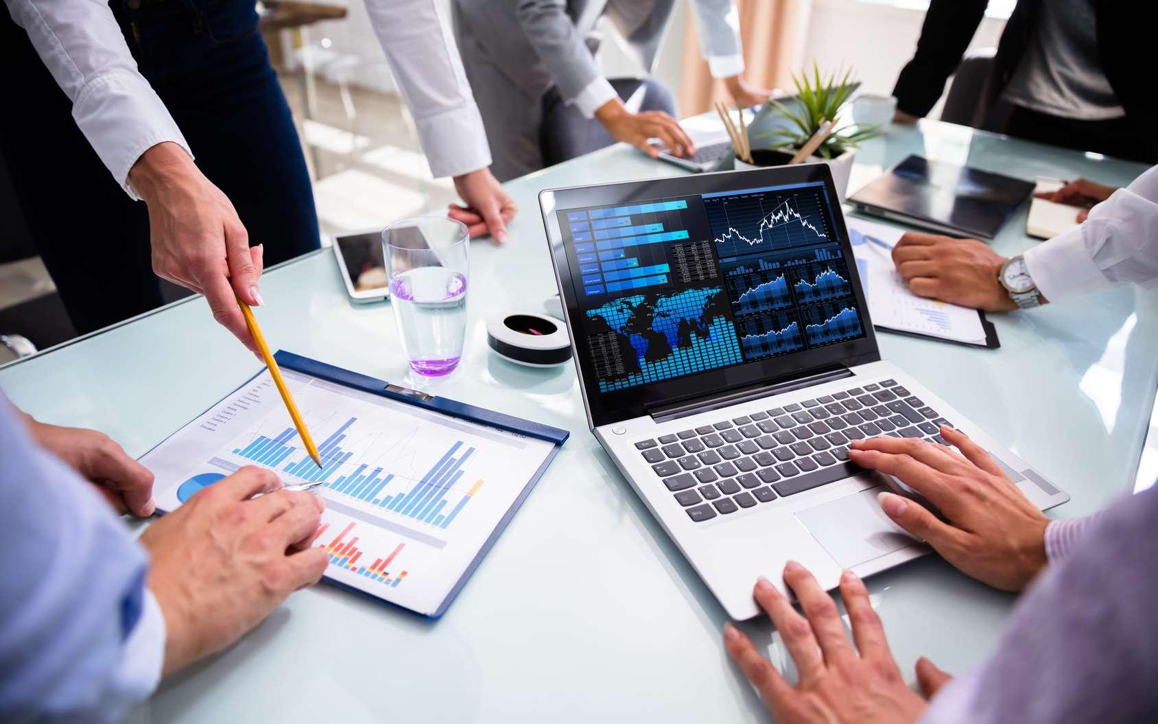 La BI analyse toutes les données pour aider à la prise de décision au sein des entreprises. © Andrey Popov, Fotolia
