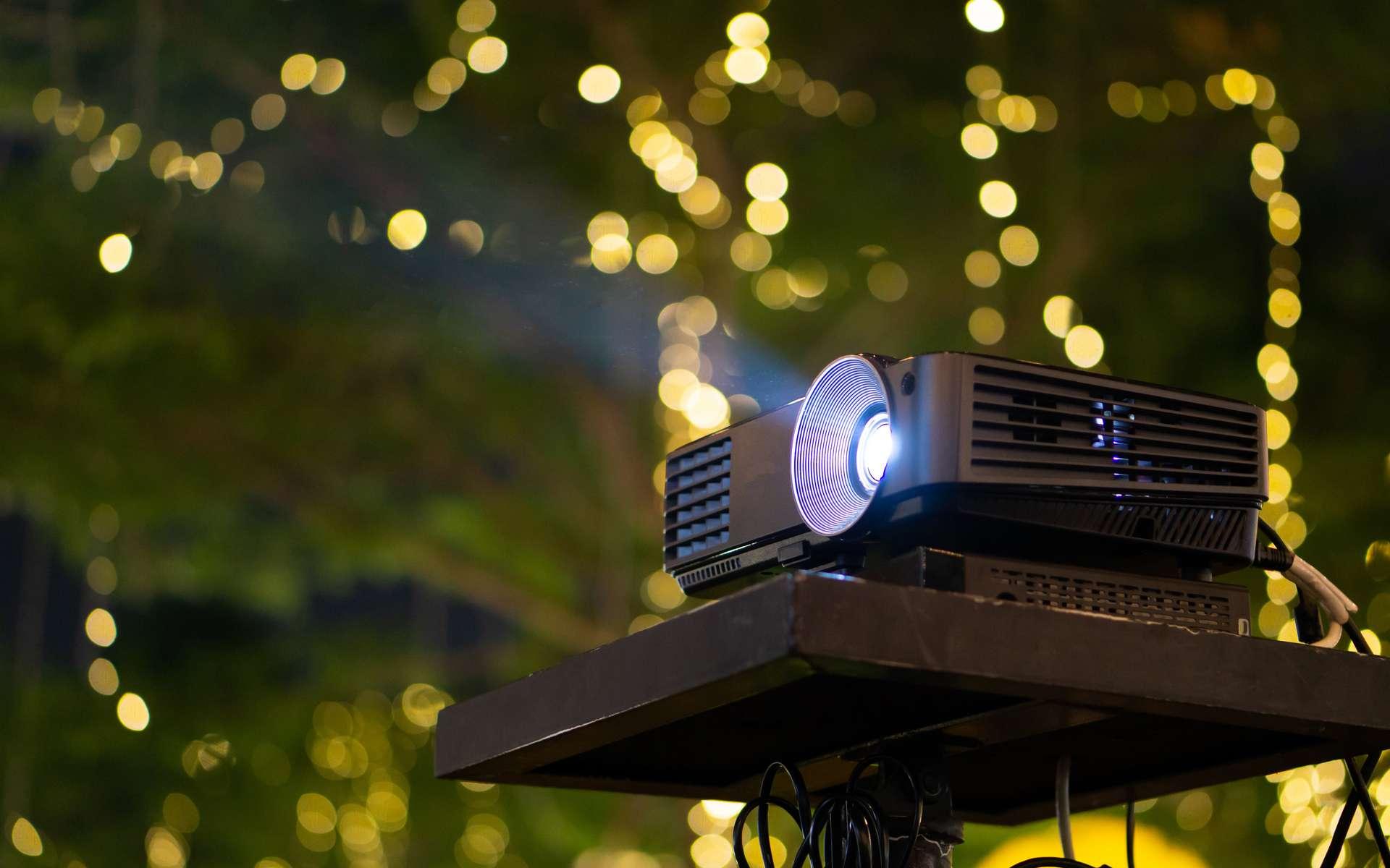 Passez des moments de qualité en famille, et visionnez de nombreux films et séries grâce à nos tests de vidéoprojecteurs © pkproject, Adobe Stock