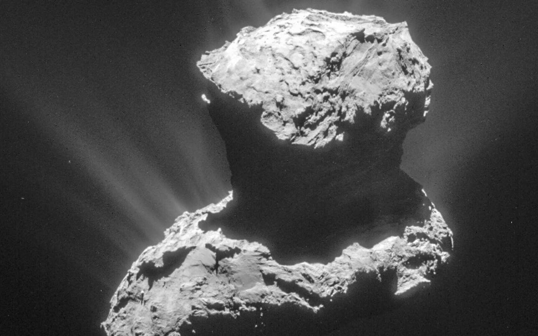 Les données provenant d'instruments embarqués à bord de la mission Rosetta de l'Agence spatiale européenne (ESA) ont permis de révéler des émissions aurorales ultraviolettes uniques autour de la comète Tchouri. © ESA, Rosetta, NavCam – CC BY-SA IGO 3.0