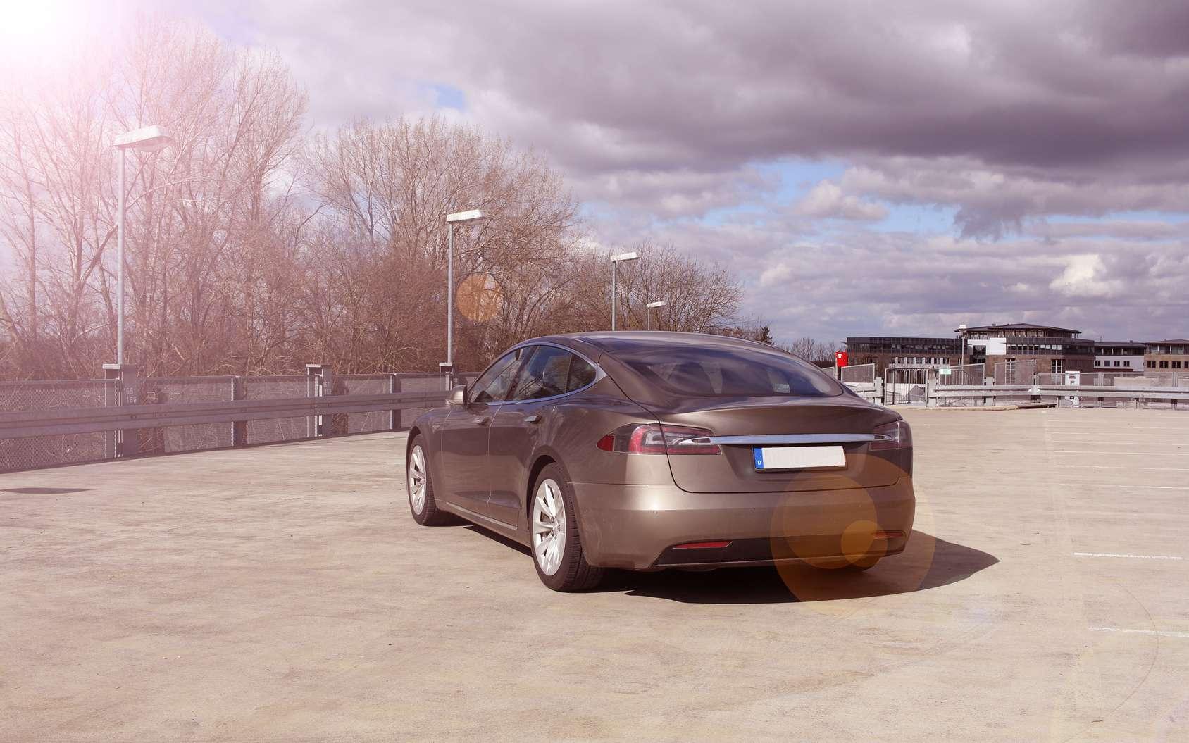 Tesla est très vigilant sur la sécurité des systèmes électroniques et informatiques de ses voitures. Mais le risque zéro n'existe pas. © Peter Atkins, Fotolia