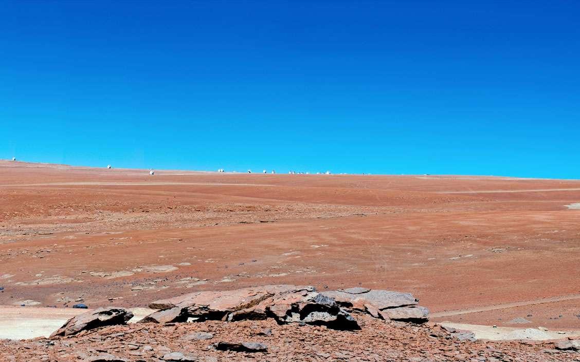 Une première ligne de base de 7 kilomètres a été atteinte en corrélant deux antennes. Pour les besoins de l'essai, la seconde antenne en question a été installée sur le site de Pampa la Bola, géré par les astronomes japonais d'ASTE, en territoire chilien. © Eso