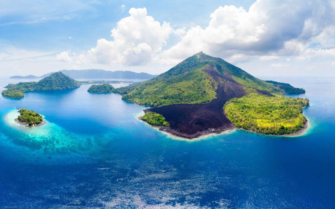 L'émersion des îles d'Asie du Sud-Est a influencé le climat des 15 derniers millions d'années. Su la photo, les îles Banda, un archipel volcanique d'Indonésie. © Fabio lamanna, Adobe Stock