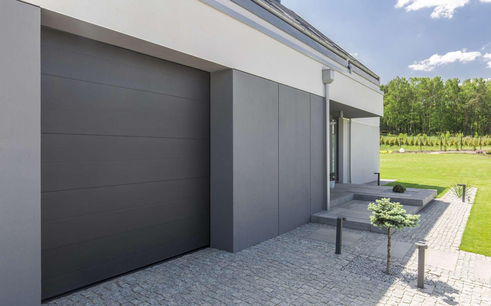 Quasiment toutes les portes de garage, neuves ou anciennes, peuvent être motorisées. À condition qu'elles soient en parfait état de fonctionnement… © Photographee.eu, fotolia