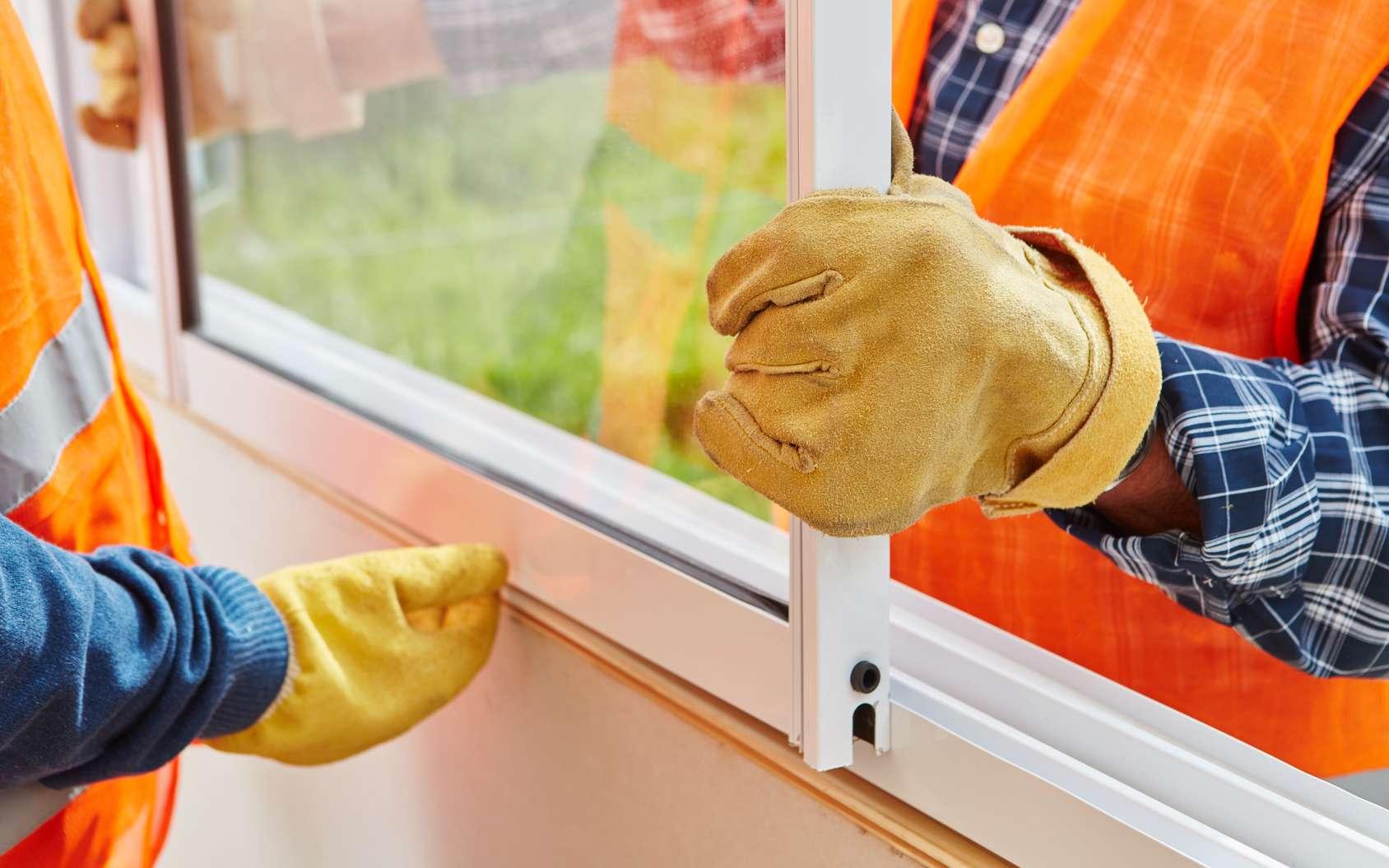 La pose d'une fenêtre en rénovation permet d'améliorer l'isolation. © Shister, Flickr, CC BY 2.0