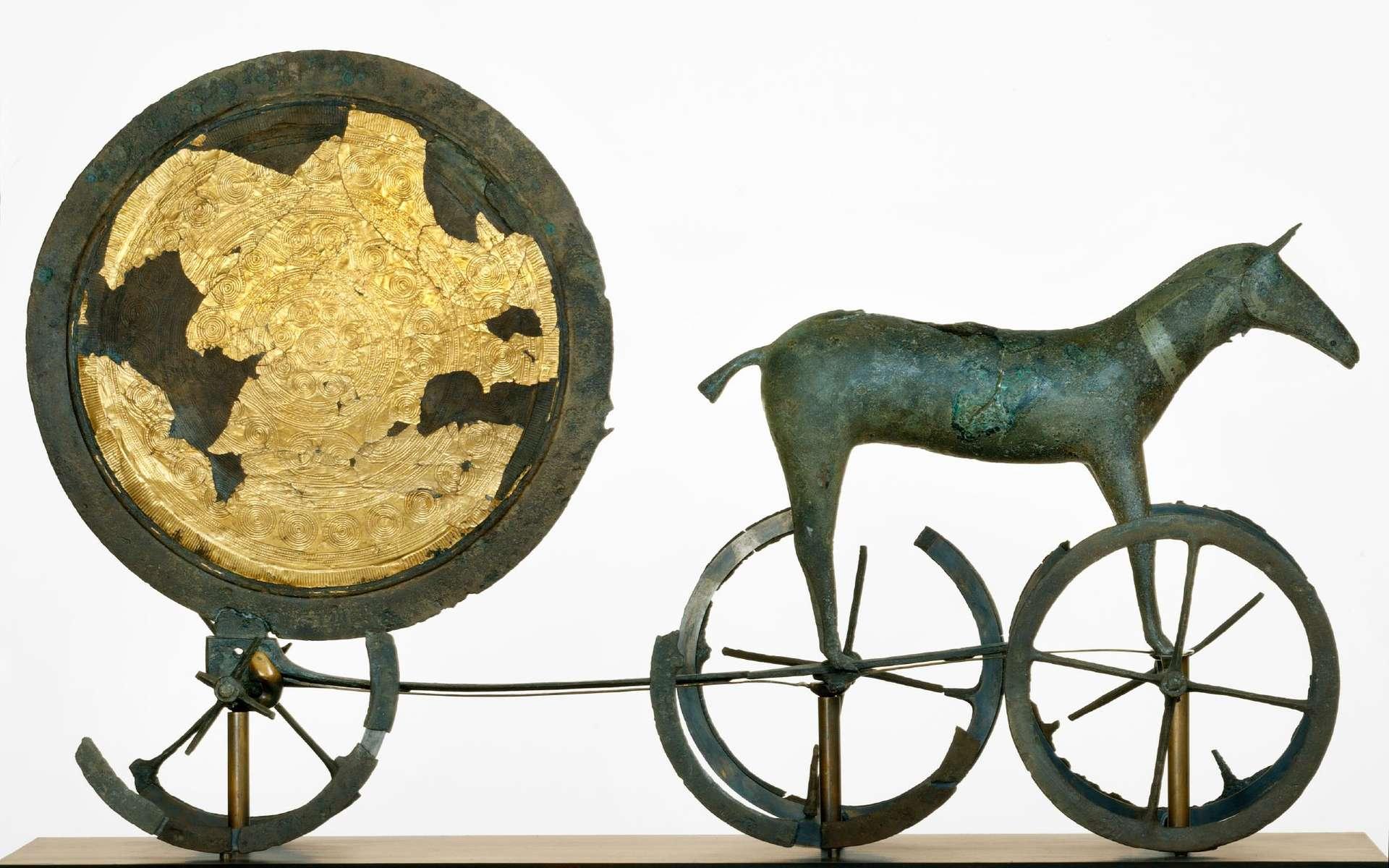 Le char solaire de Trundholm est un célèbre objet de bronze daté du premier âge du bronze, soit aux alentours de 1400 av. J.-C. © Nationalmuseet, John Lee, Wikipédia, CC by-sa 2.5
