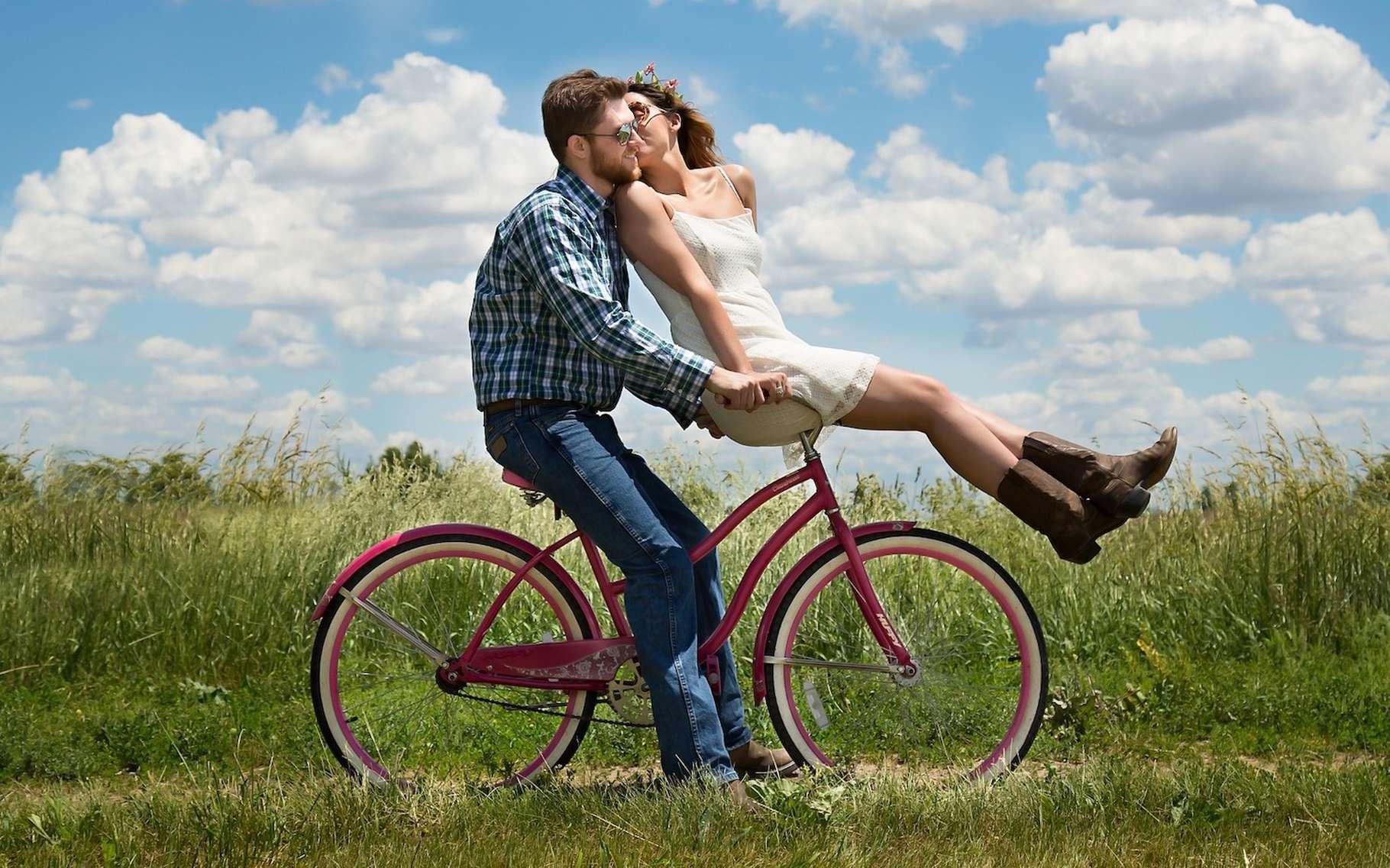 En couple ou en famille, le road trip en vélo apparaît comme un beau moyen de découvrir la planète. © 3194556, Pixabay, Pixabay License
