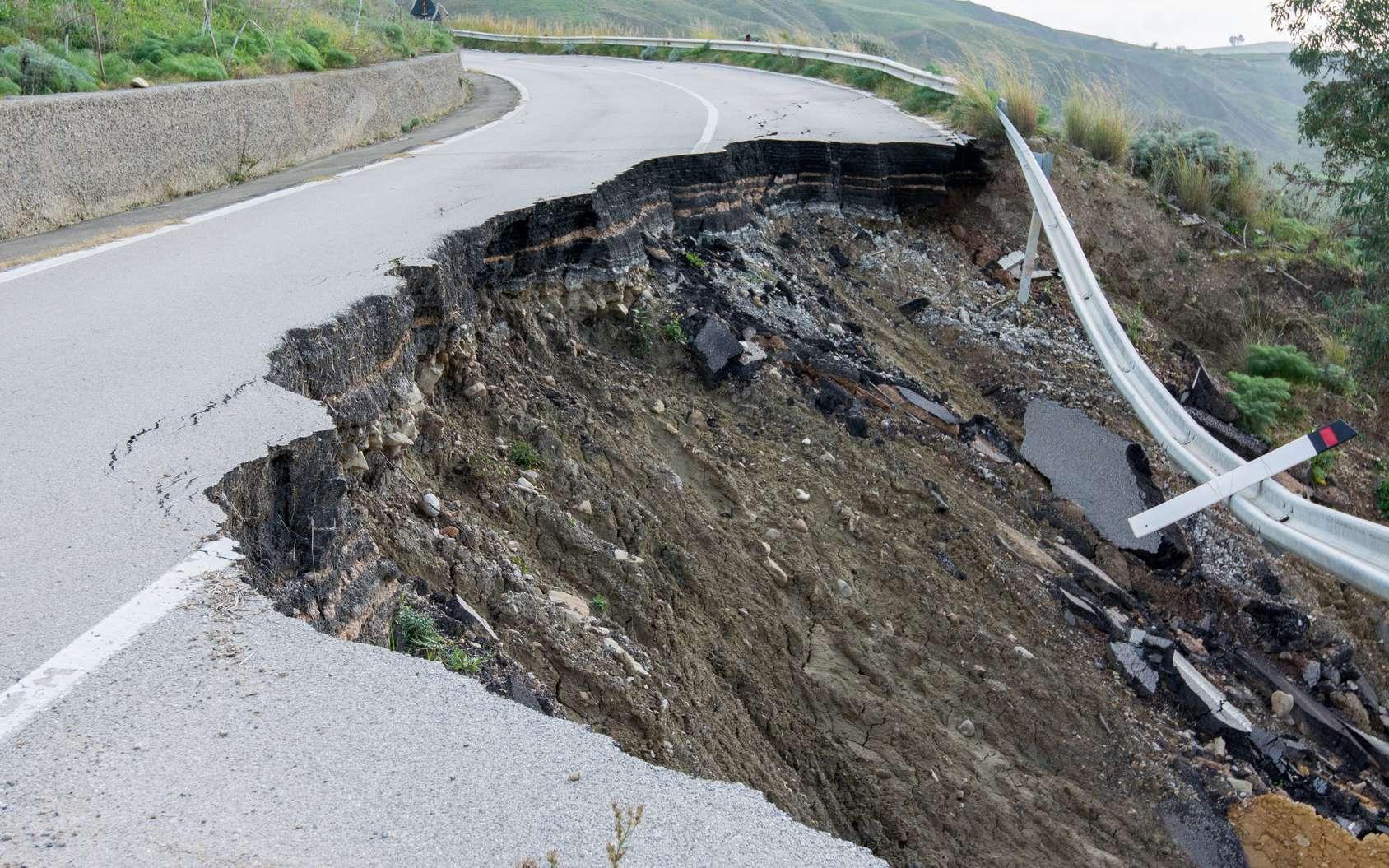 L'intelligence artificielle peut-elle prédire les séismes ? Ici, l'effet d'un tremblement de terre sur une route. © puckillustrations, Fotolia