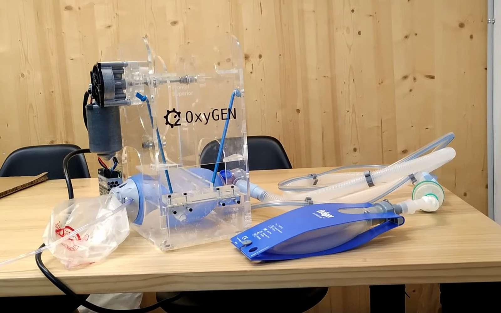 Le ventilateur OxyGEN qui actionne un insufflateur manuel. © Protofy.xyz