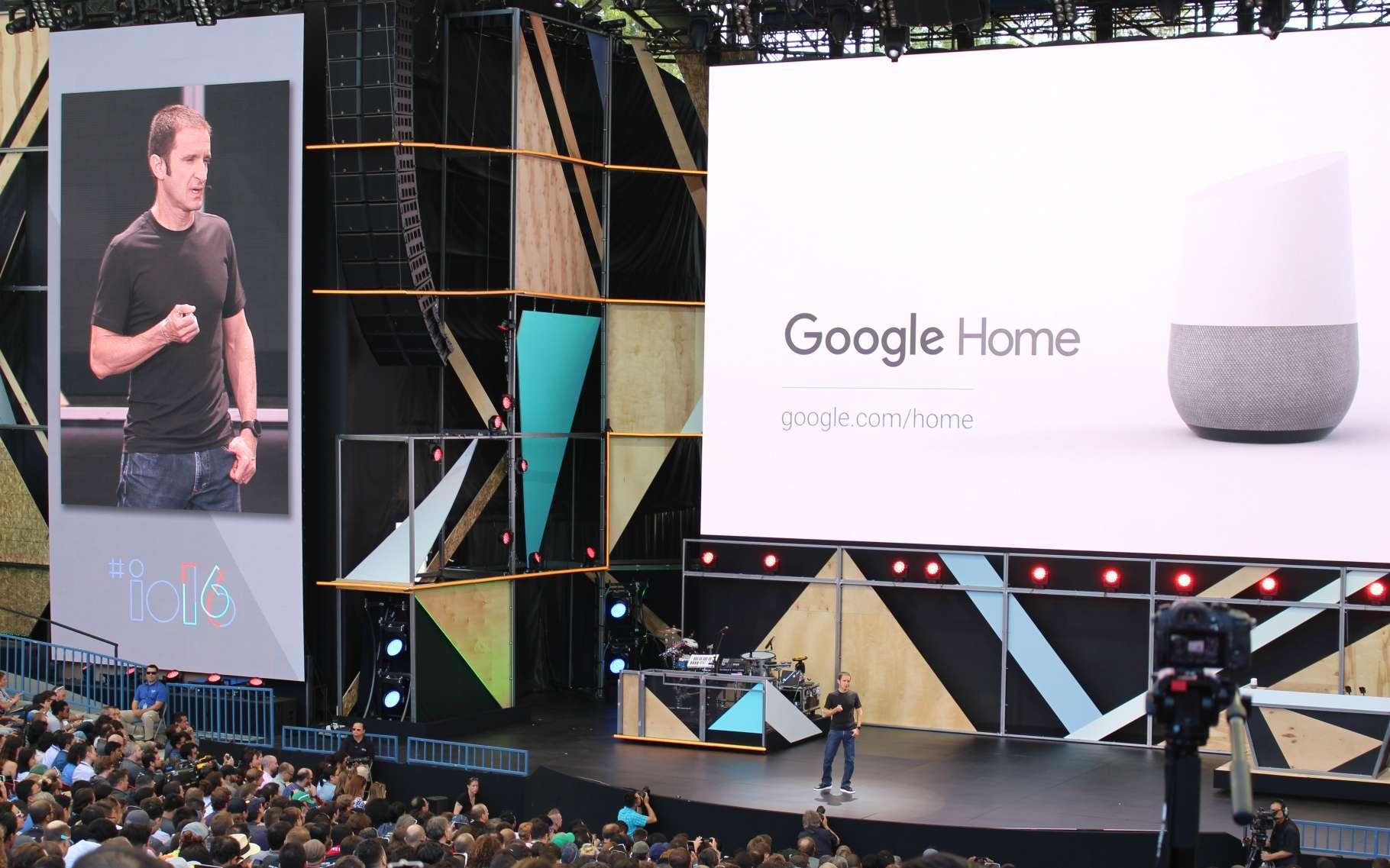 La présentation de Google Home, un appareil intégrant un assistant virtuel à commande vocale censément capable de contrôler différents objets de la maison. © AFP Photo, Glenn Chapman