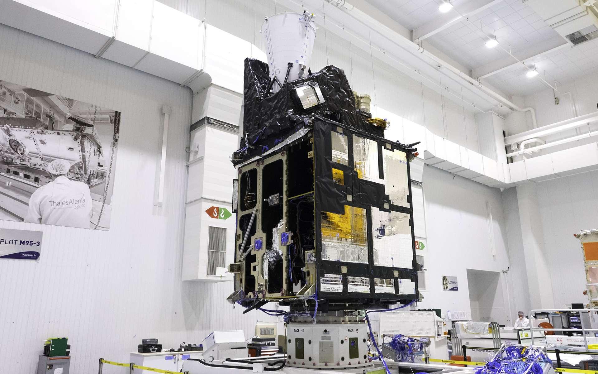 Le modèle structurel du satellite imageur (MTG-I) de Météosat de troisième génération. Il est ici vu en cours d'intégration dans l'usine cannoise de Thales Alenia Space (juin 2019). © Rémy Decourt