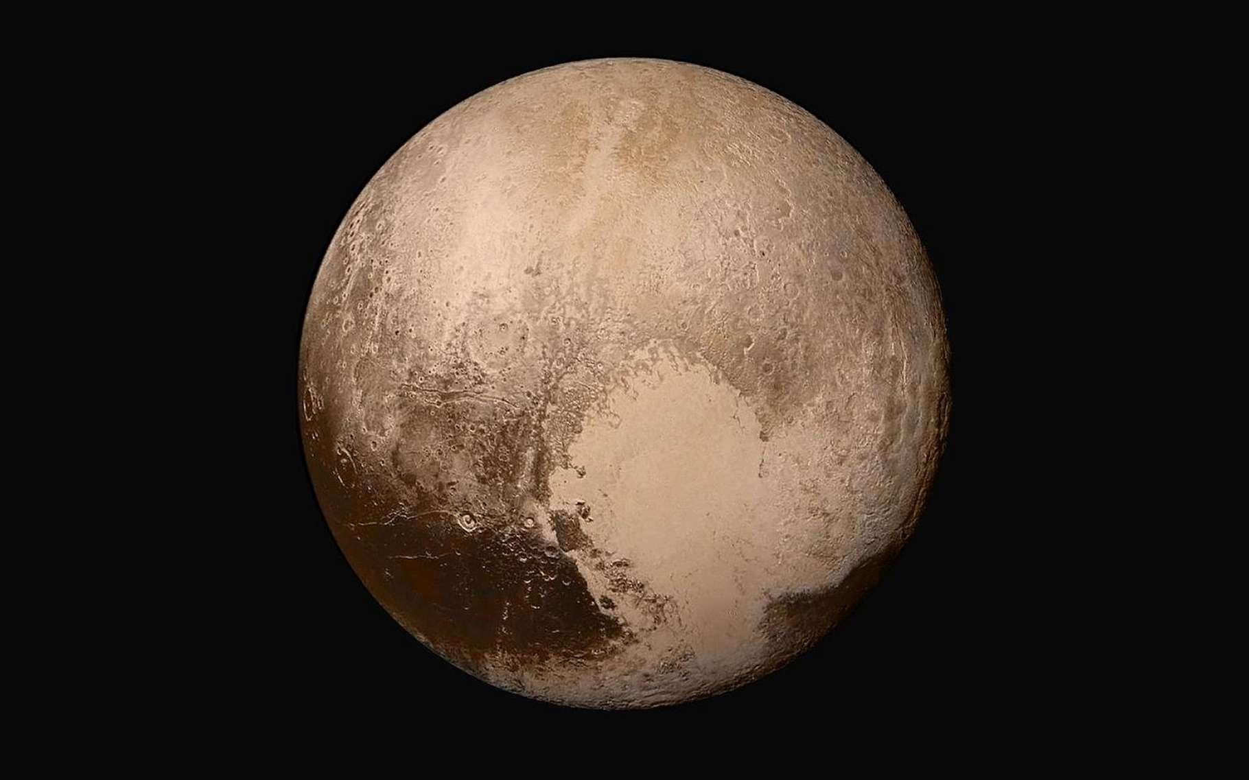 Sur cette image reconstituée à partir de plusieurs clichés envoyés par la mission New Horizon (Nasa), le « cœur battant » de Pluton apparaît bien nettement. Selon des chercheurs de la Nasa (États-Unis), il serait le moteur des vents qui soufflent sur la planète naine. © Nasa/Johns Hopkins University Applied Physics Laboratory/Southwest Research Institute