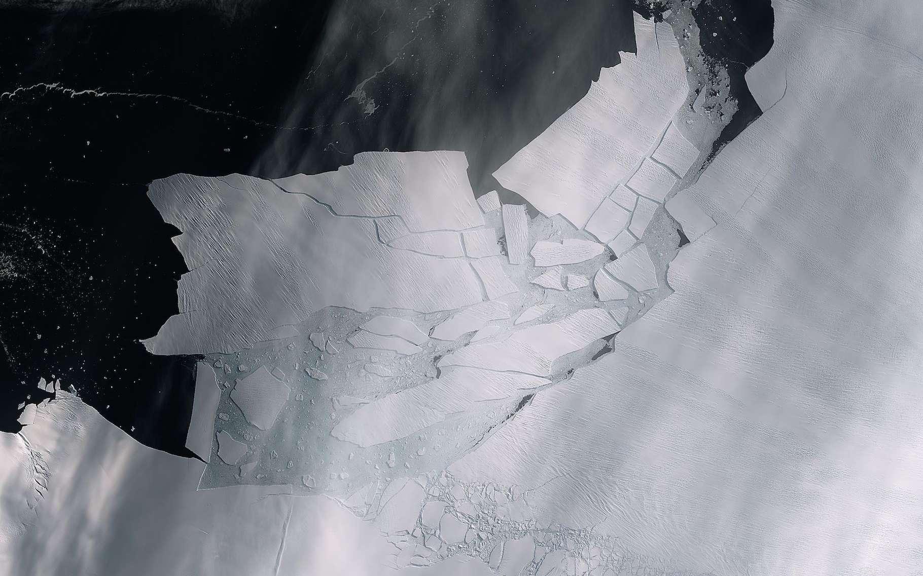 Des chercheurs de l'université de Northumbria (Royaume-Uni) montrent que la Pine Island Glacier, dans l'ouest de l'Antarctique, pourrait connaître un point de basculement entraînant un retrait irréversible et une élévation importante du niveau de la mer. © ESA