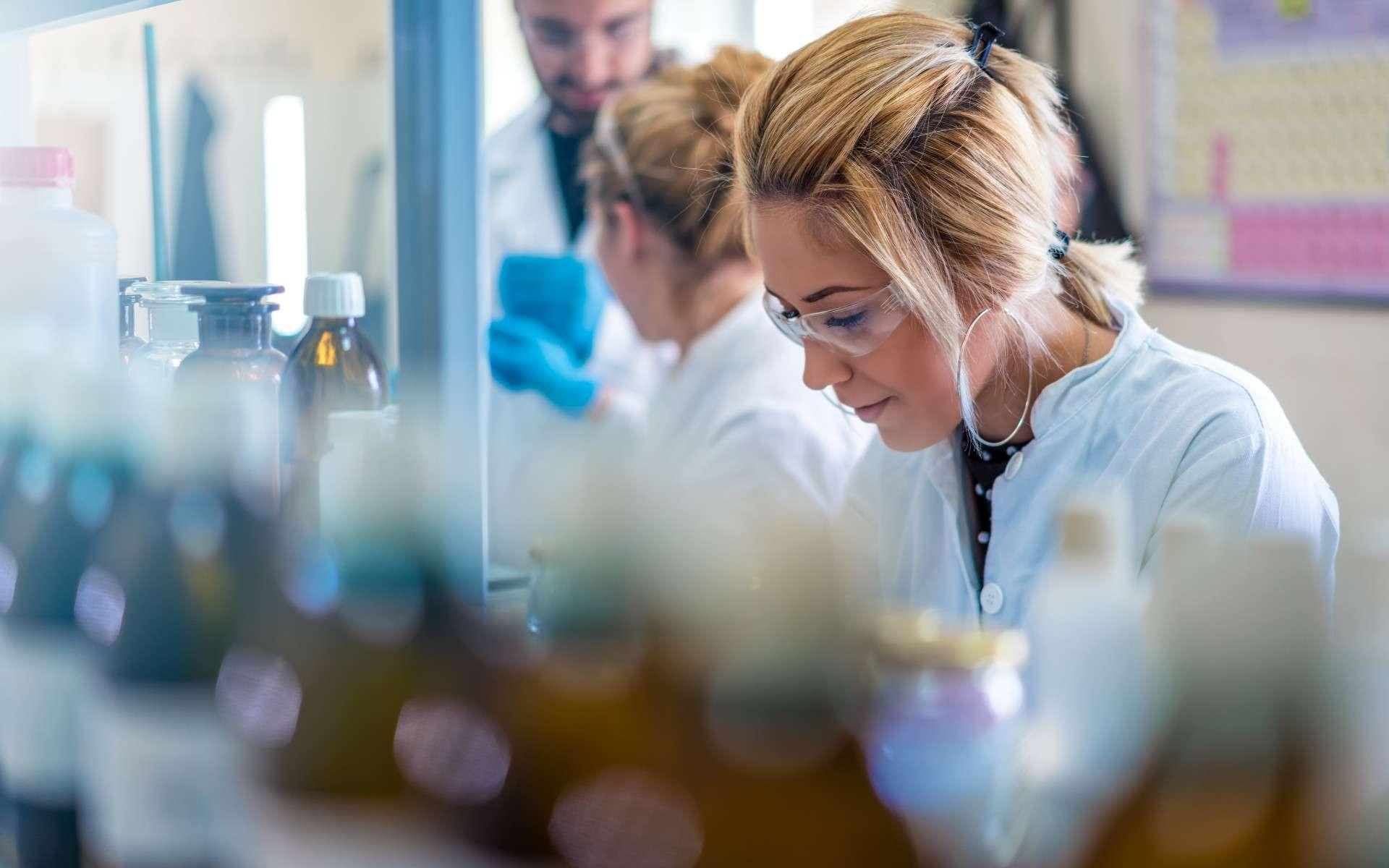 Avec les lives de Sup'Biotech, le métier d'ingénieur en biotechnologies n'aura plus aucun secret pour vous. © Vladimir Borovic, Adobe Stock