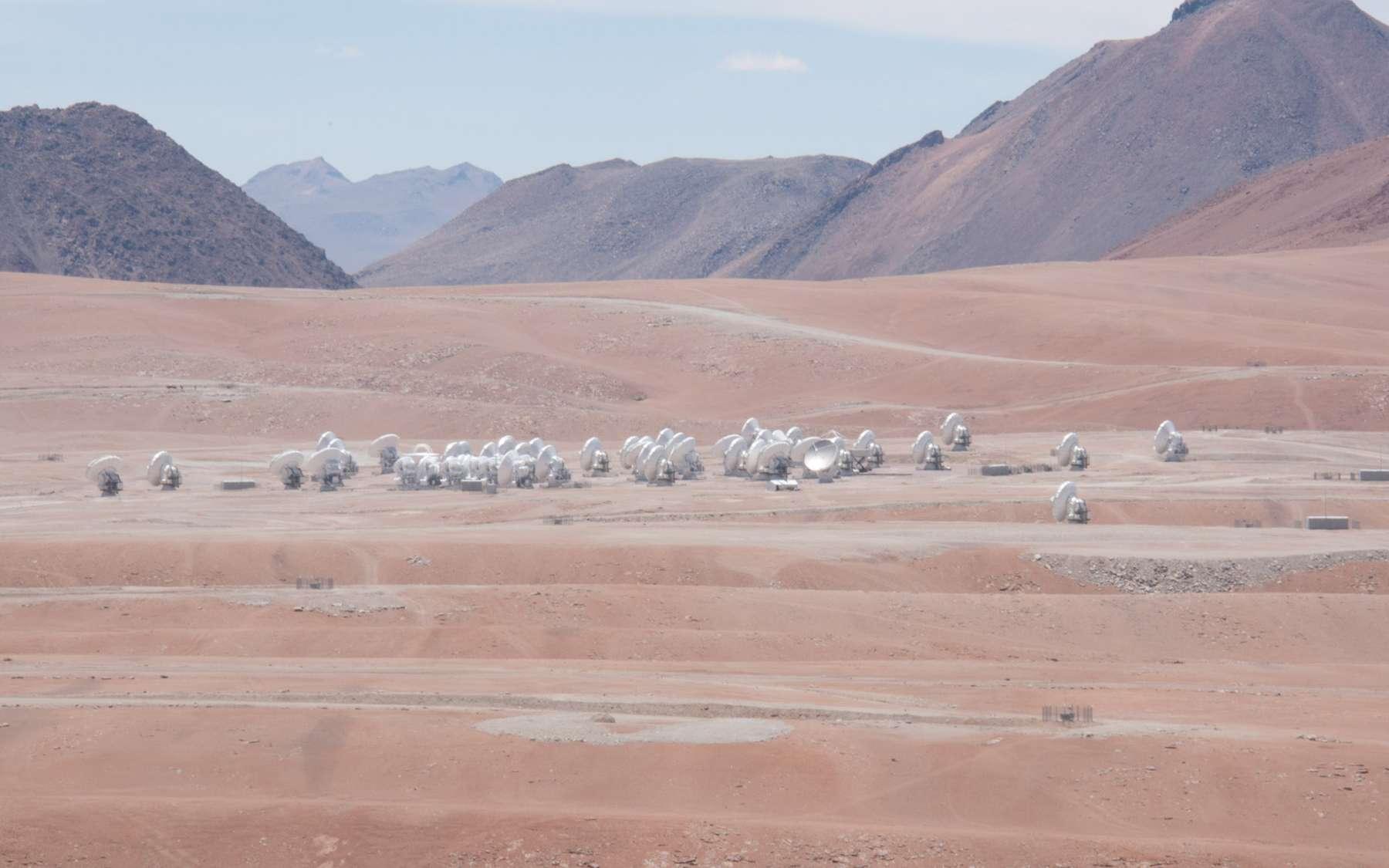 Instrument de tous les superlatifs (le plus grand, le plus haut, le plus puissant dans son domaine), Alma, avec ses 66 antennes, est perché à plus de 5.000 mètres d'altitude dans le nord du Chili. © Rémy Decourt