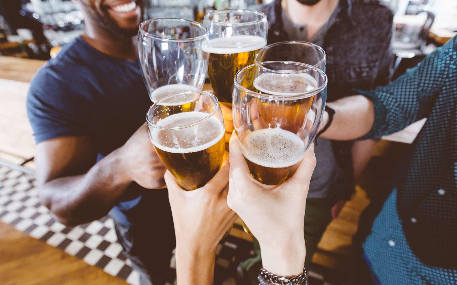 Les bières ultra-fortes, conditionnées en canette de 500 ml, incitent à la consommation d'alcool et sont une menace pour la santé des jeunes. © izusek, IStock.com