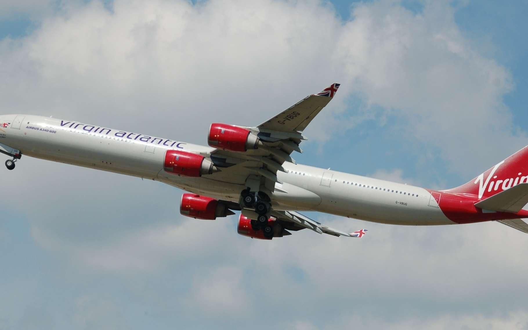 La compagnie Virgin Atlantic (dont on voit ici un Airbus A340-600), partenaire du projet, espère tester ce carburant l'an prochain. © Aero Icarus, CC BY-SA 3.0