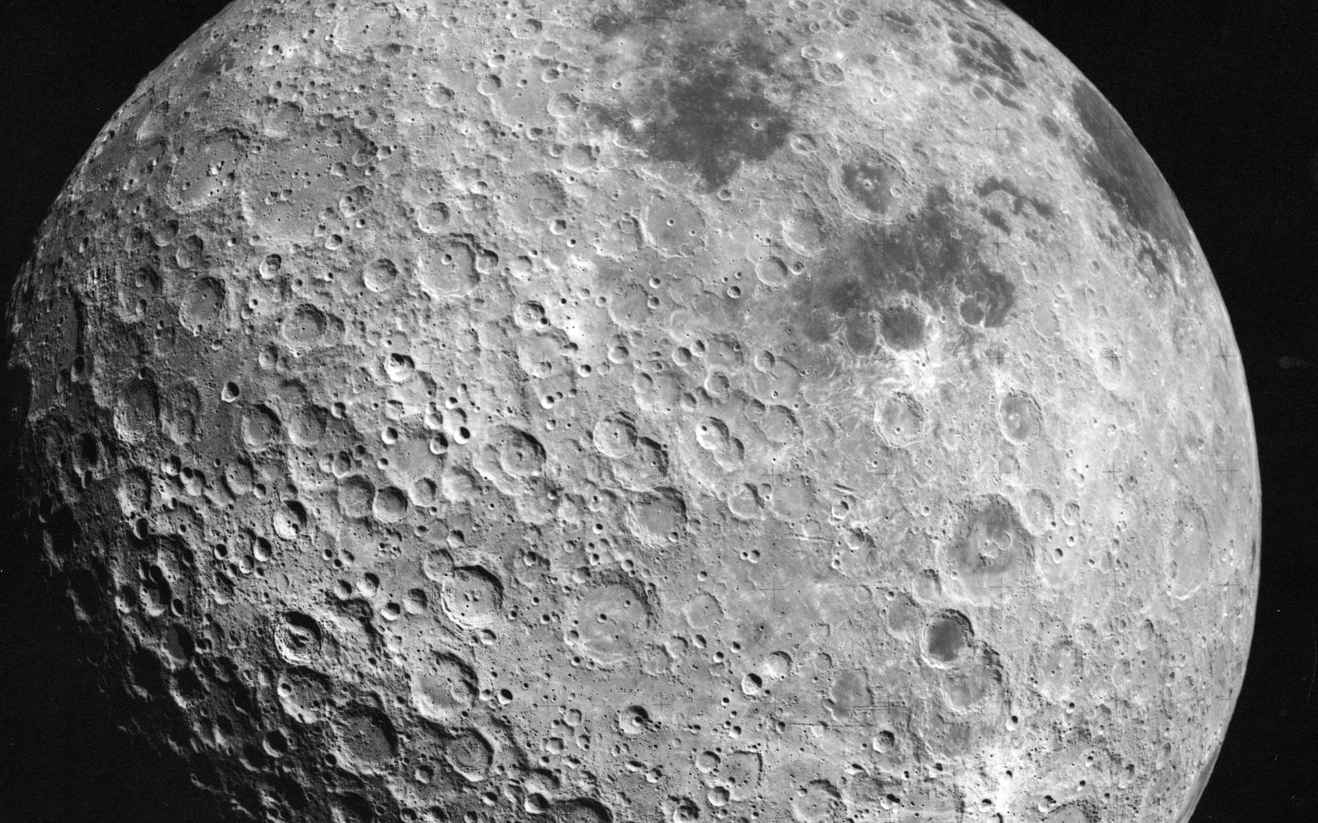 Une vue de la face cachée de la Lune prise par les astronautes de la mission Apollo 16. © Nasa