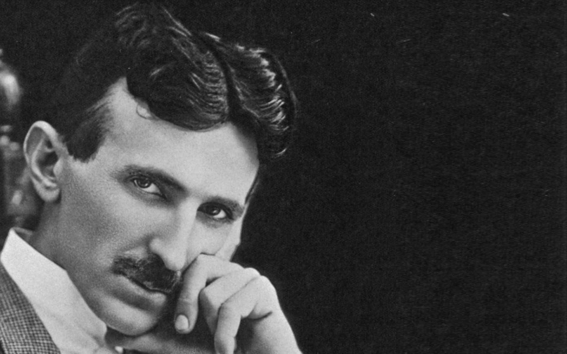 Nikola Tesla à 40 ans. un inventeur gnial et prolifique né en Serbie. © Domaine public