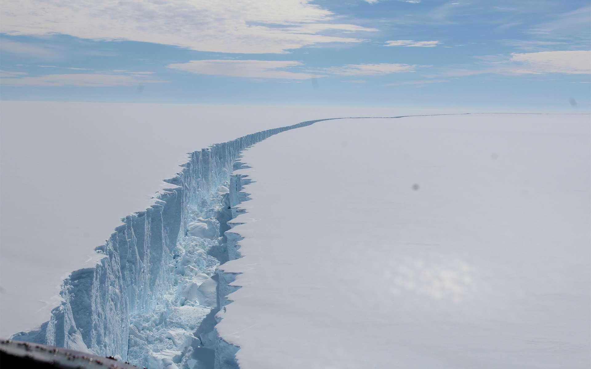Le détachement de l'iceberg Larsen C, en Antarctique, en août 2017. © BAS