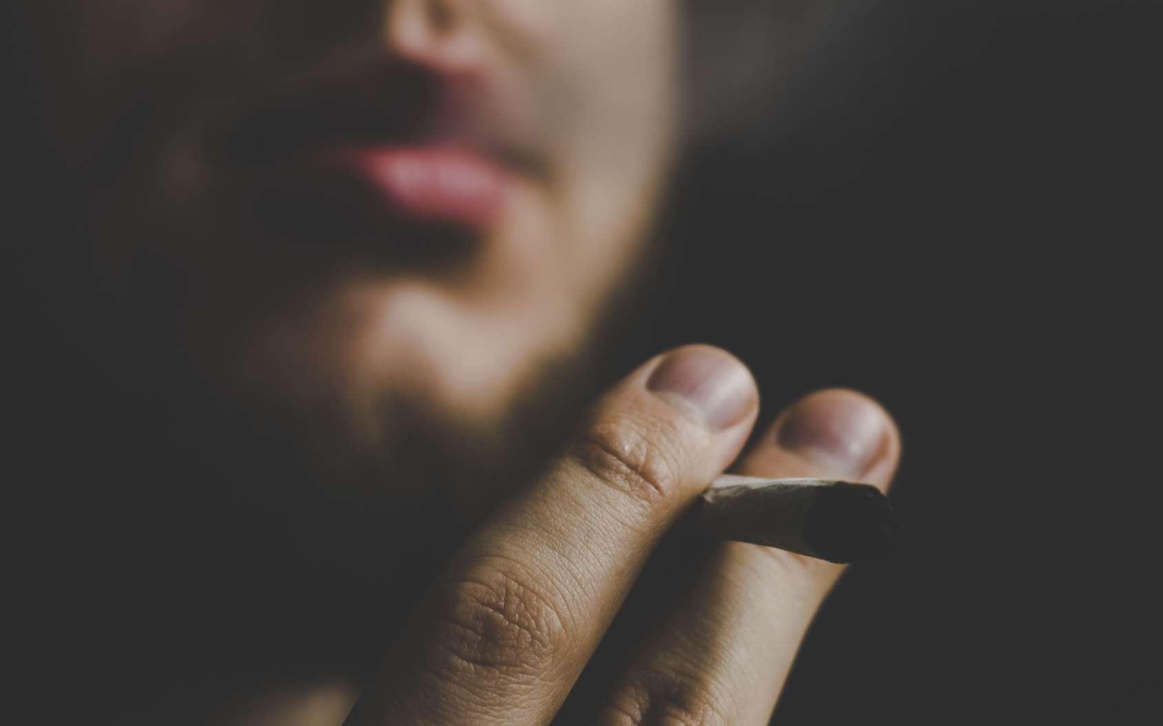 Le tabac et l'alcool sont considérés comme des drogues. © cendeced, fotolia