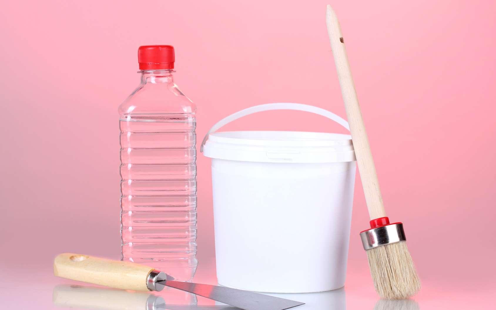 L'acétone est un produit très volatil, notamment utilisé comme solvant pour peintures. © Africa Studio, Fotolia
