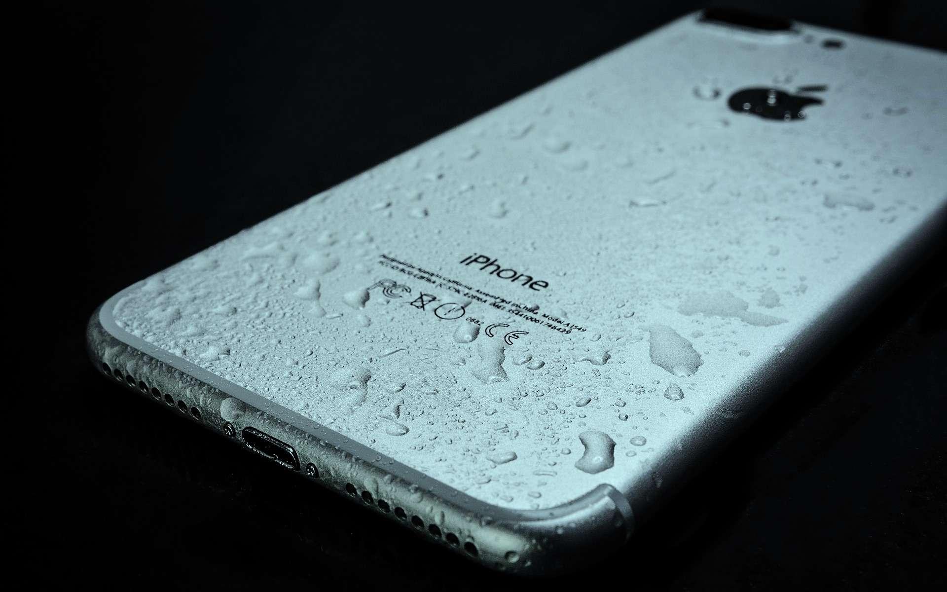 iPhone : eau et électronique ne font pas bon ménage. © PhotoMix-Company, Pixabay