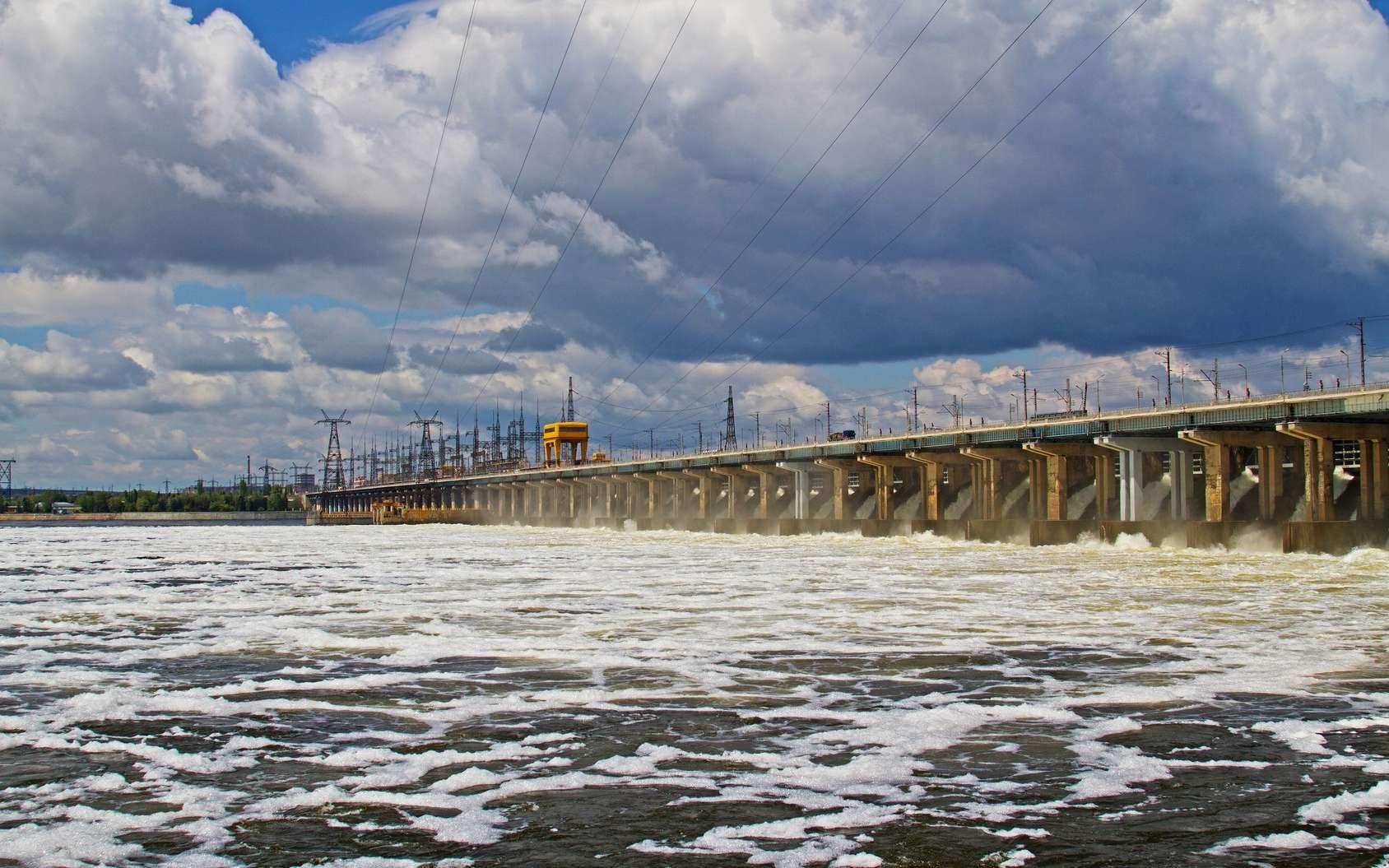 Le barrage de Volgograd est construit sur la Volga en Russie. © yulyao, Fotolia