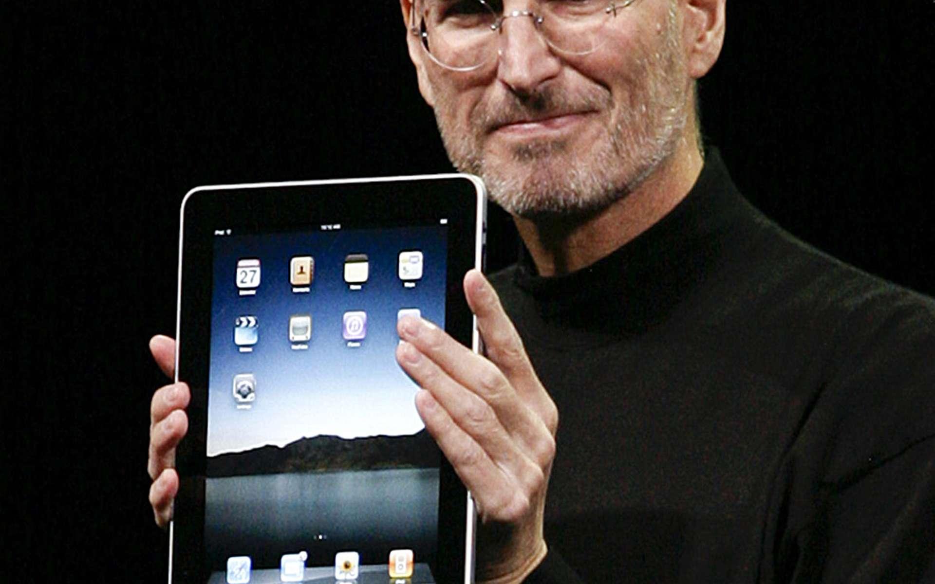 Une cassette audio témoigne d'une intervention de Steve Jobs en 1983. Moins de trois décennies plus tard, Steve Jobs présente l'iPad, un ordinateur portable, simple à manipuler et qui peut se connecter « par radio ». © AFP Photo/Ryan Ason