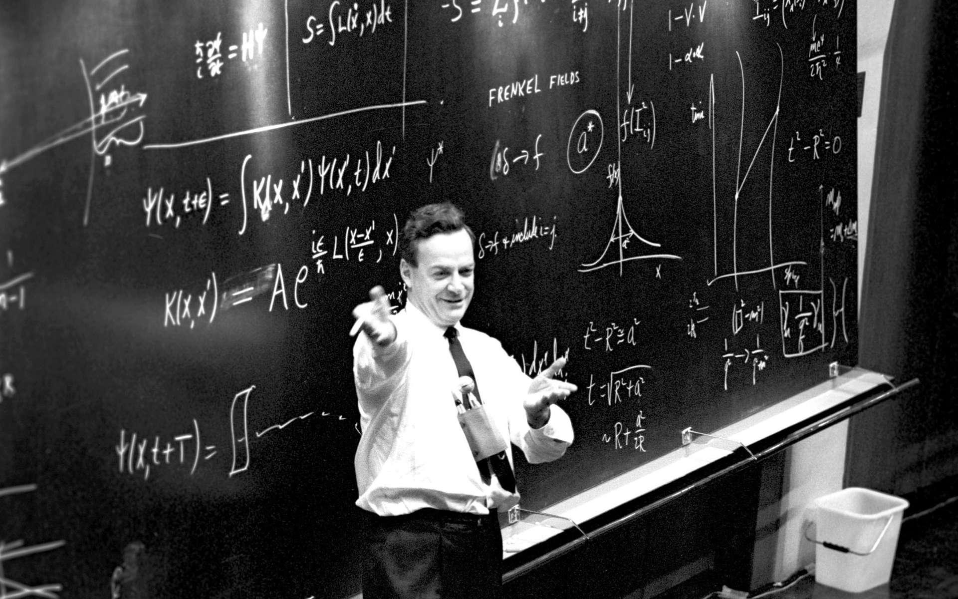 En 1965, peu après être devenu lauréat du prix Nobel de physique avec Tomonaga et Schwinger, Richard Feynman est venu faire une conférence au Cern. Au début des années 1980, il a commencé à réfléchir sur les ordinateurs quantiques et leur usage pour simuler les phénomènes physiques, comme ceux que l'on étudie au LHC. © Cern