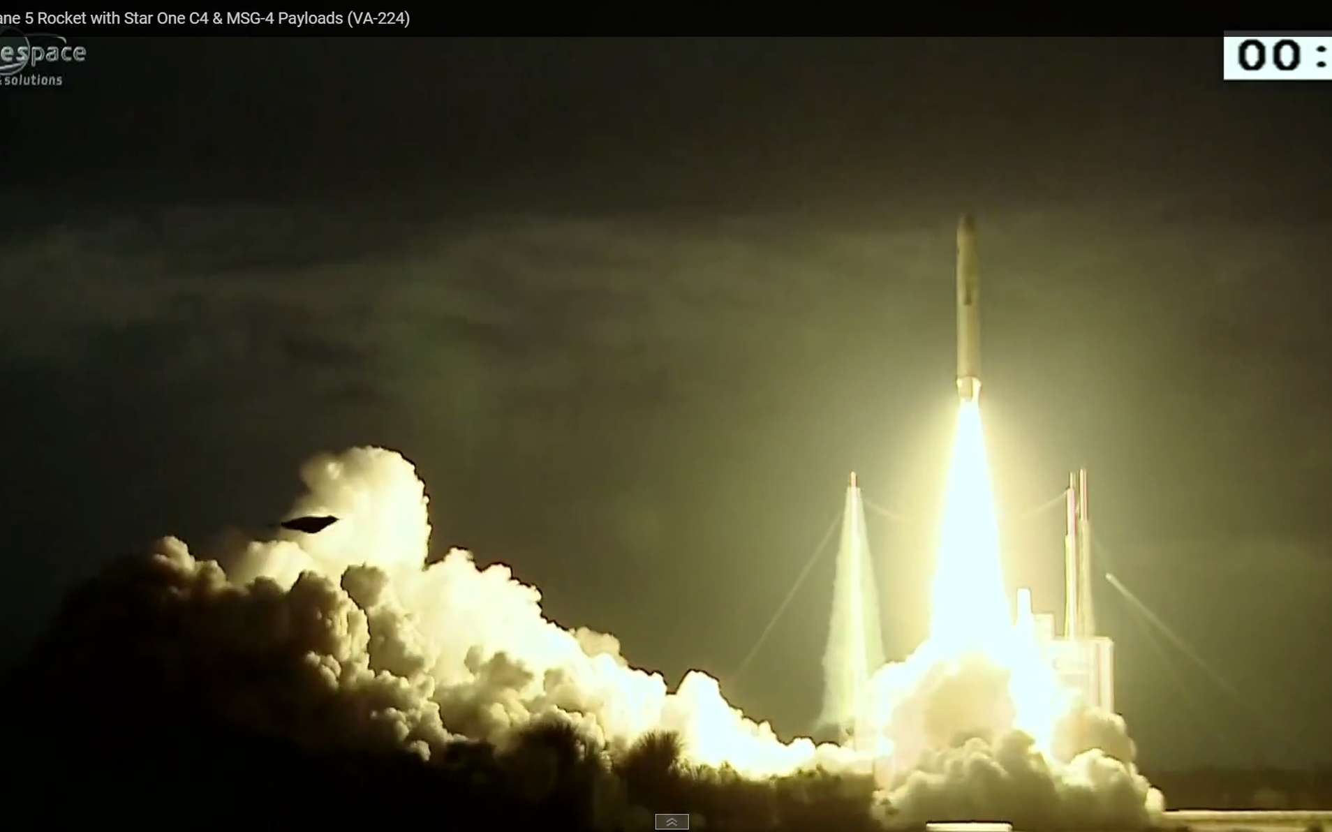 Le lanceur Ariane 5 emporte les satellites MSG-4 et Star One C4, le 15 juillet à 22 h 42 TU. © Arianespace