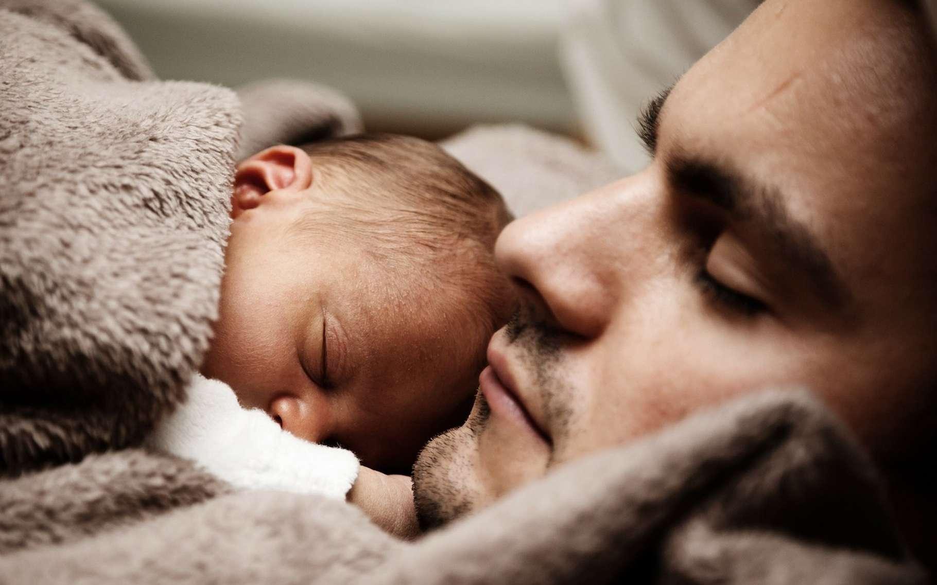 Pour la première fois, une étude s'intéresse sur le long terme à l'association entre les nourrissons qui partagent la chambre parentale et trois parties du comportement de l'enfant : le sommeil, les troubles du comportement et le comportement prosocial. © PublicDomainPictures, Pixabay, CC0 Creative Commons