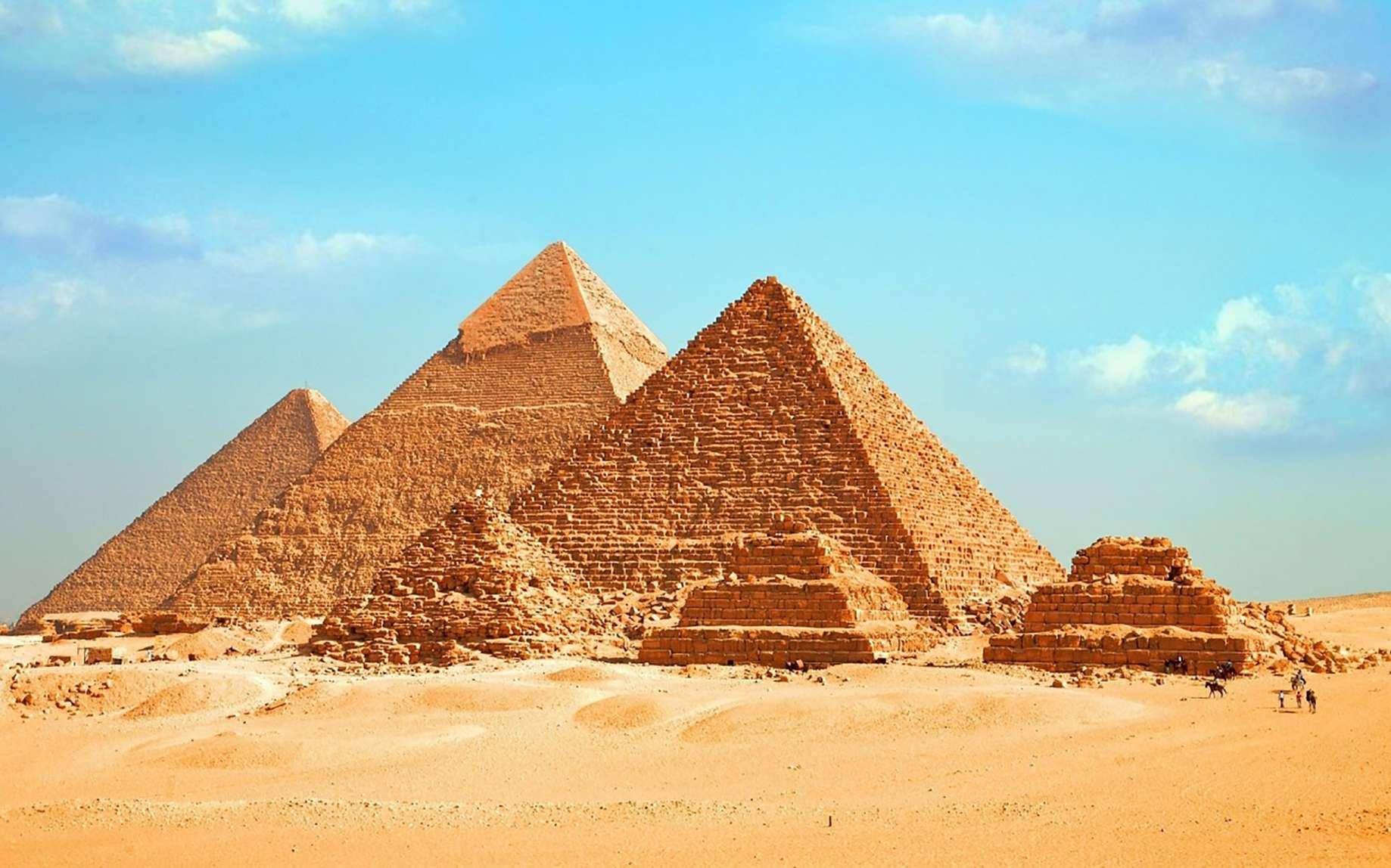 Les grandes pyramides de Gizeh en Égypte. © Ahmed, fotolia
