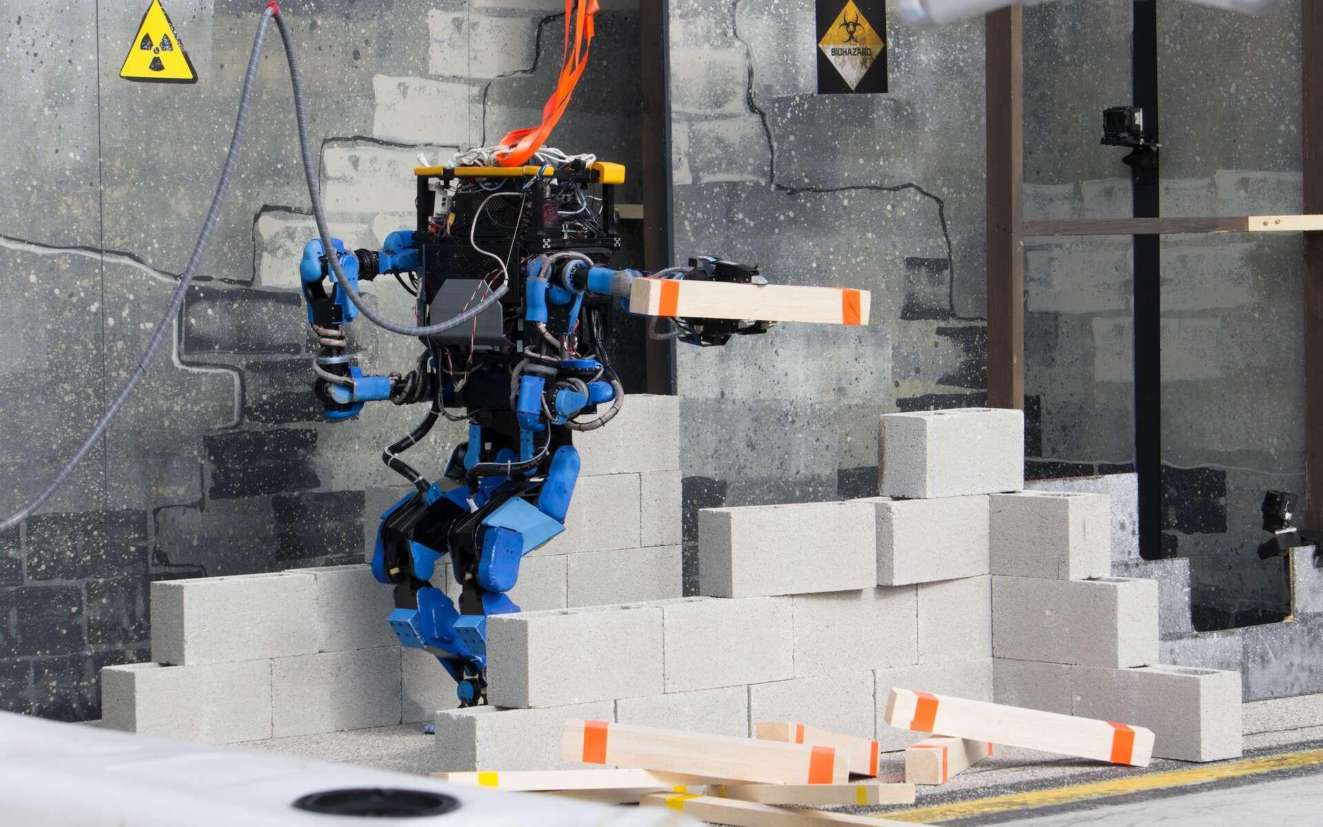 Schaft est le grand vainqueur du Darpa Robotics Challenge. Il a été conçu par une société japonaise rachetée par Google voilà quelques mois. Le géant de Mountain View s'est également offert Boston Dynamics, créateur du robot Atlas utilisé par 7 des 16 équipes qui ont participé au concours. © Darpa Robotics Challenge