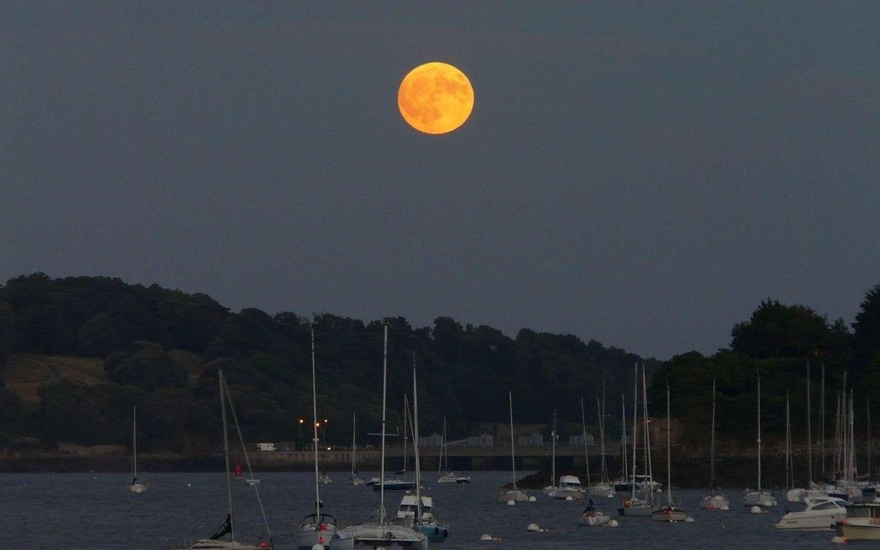 En avril, suivez la Lune... © Jean-Baptiste Feldmann